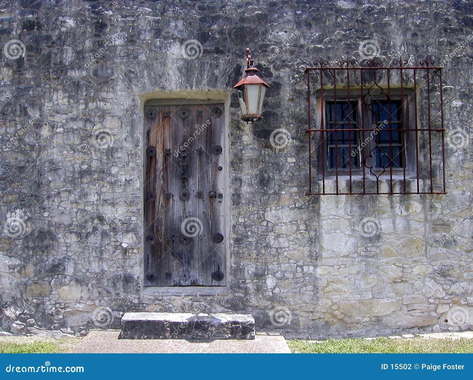 сторона крепости двери