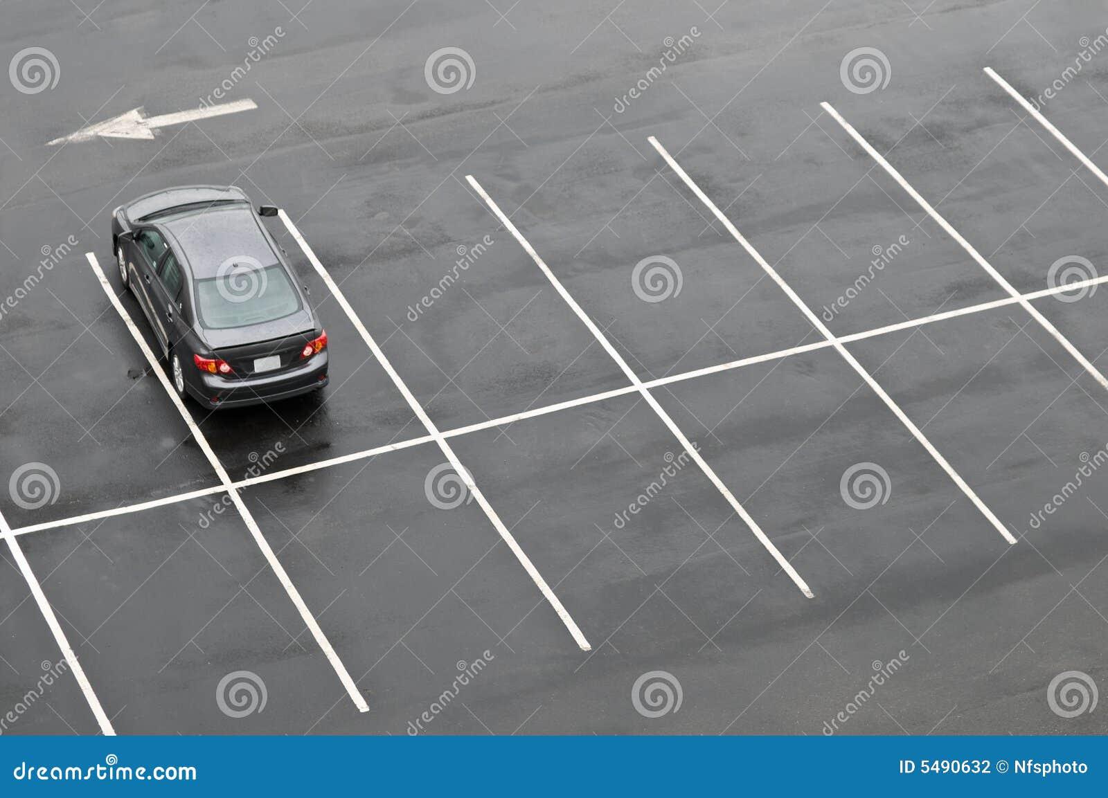 стоянка автомобилей серии автомобиля пустая одиночная