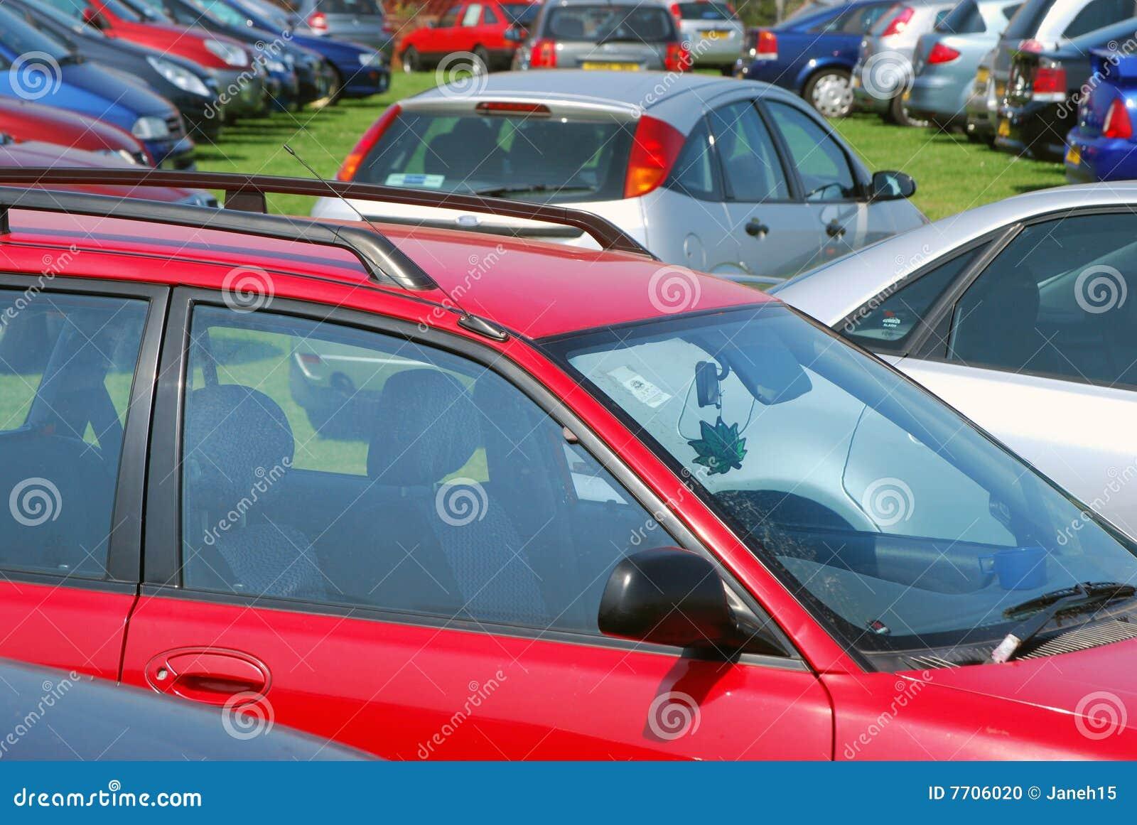 стоянка автомобилей травы автомобилей