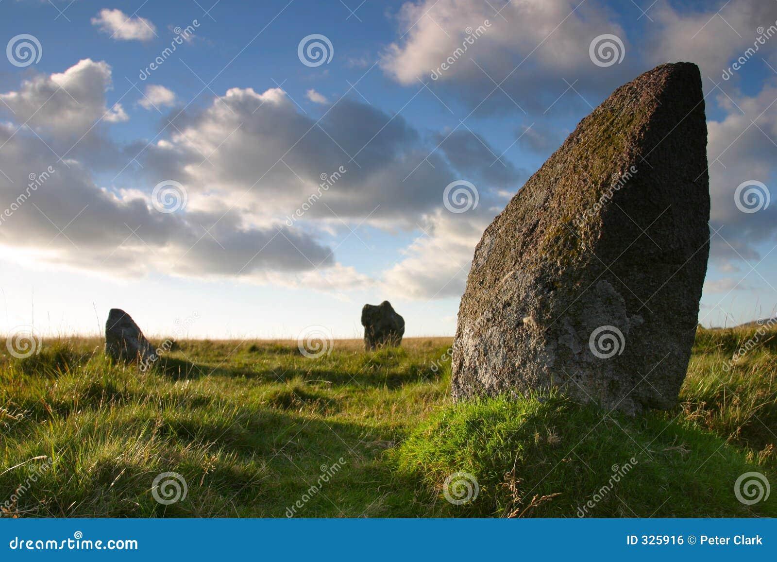 стоящий камень