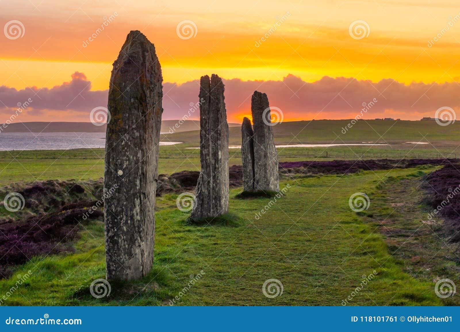 3 стоящих камня кольца Brodgar