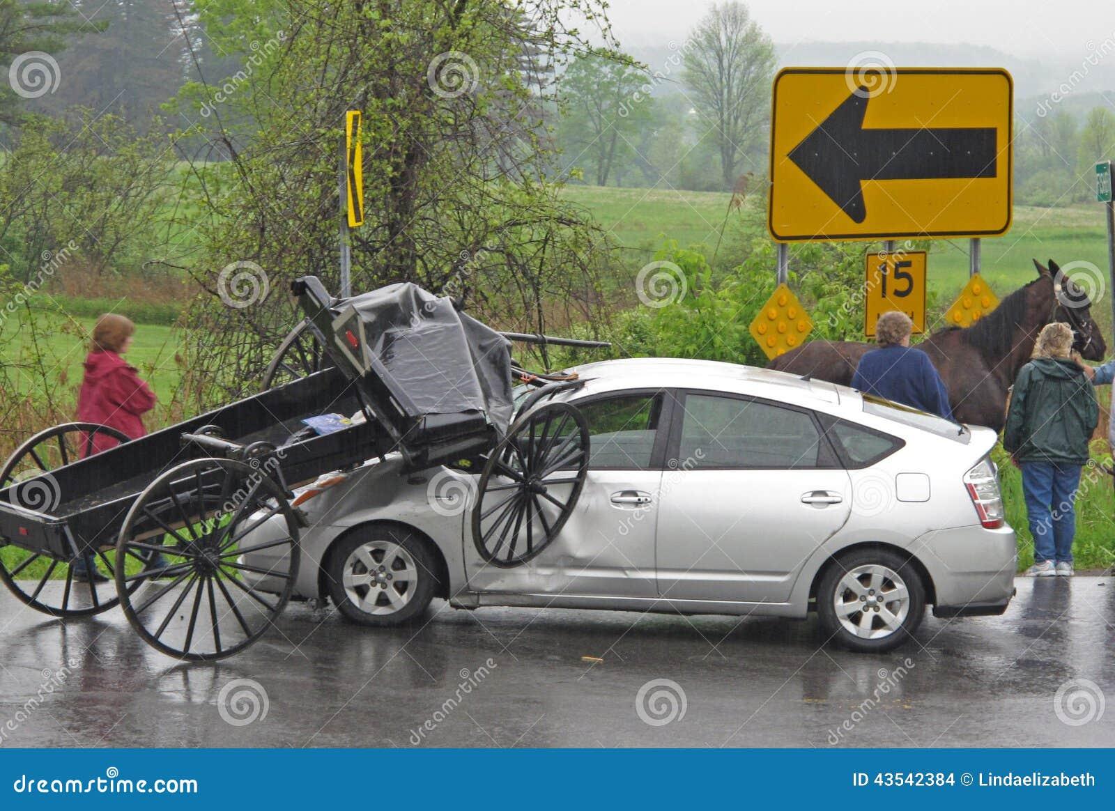 Столкновение багги и автомобиля Амишей