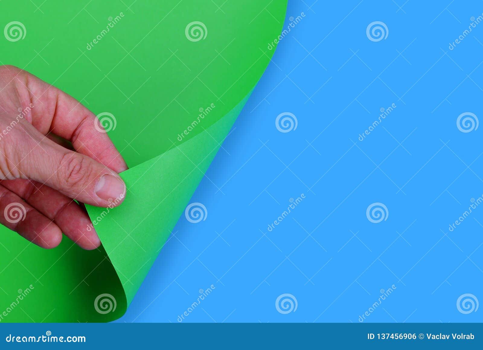 Страница точения с подручника пустая зеленой книги