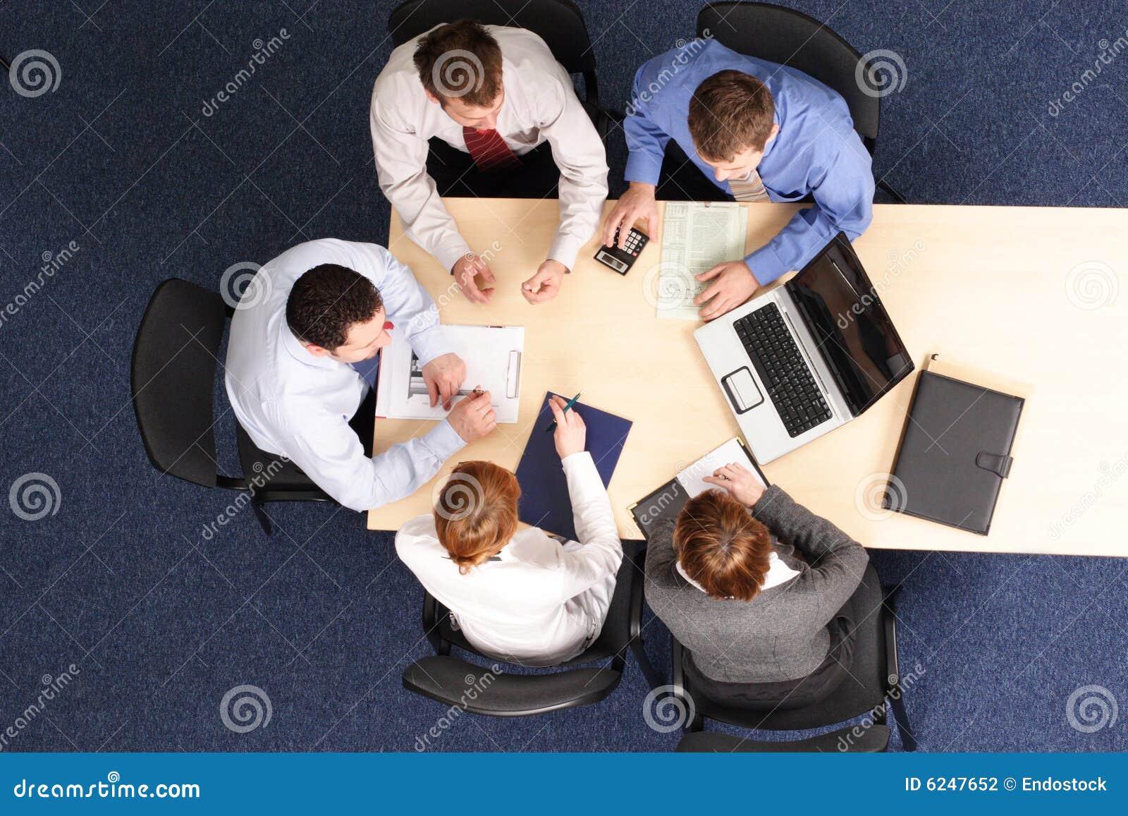 стратегия людей деловой встречи здания
