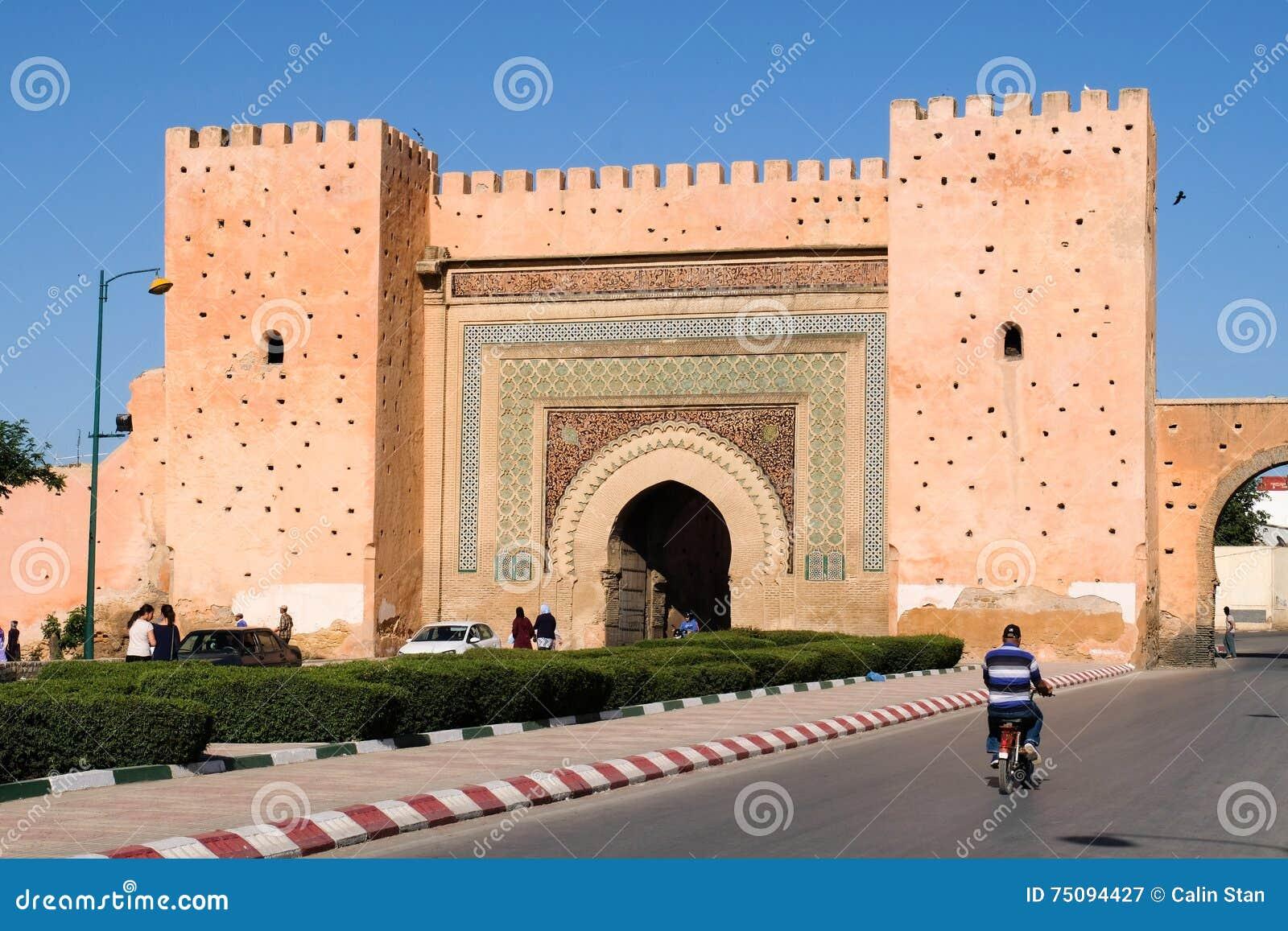 Строб с традиционной архитектурой - Марокко города Meknes старый