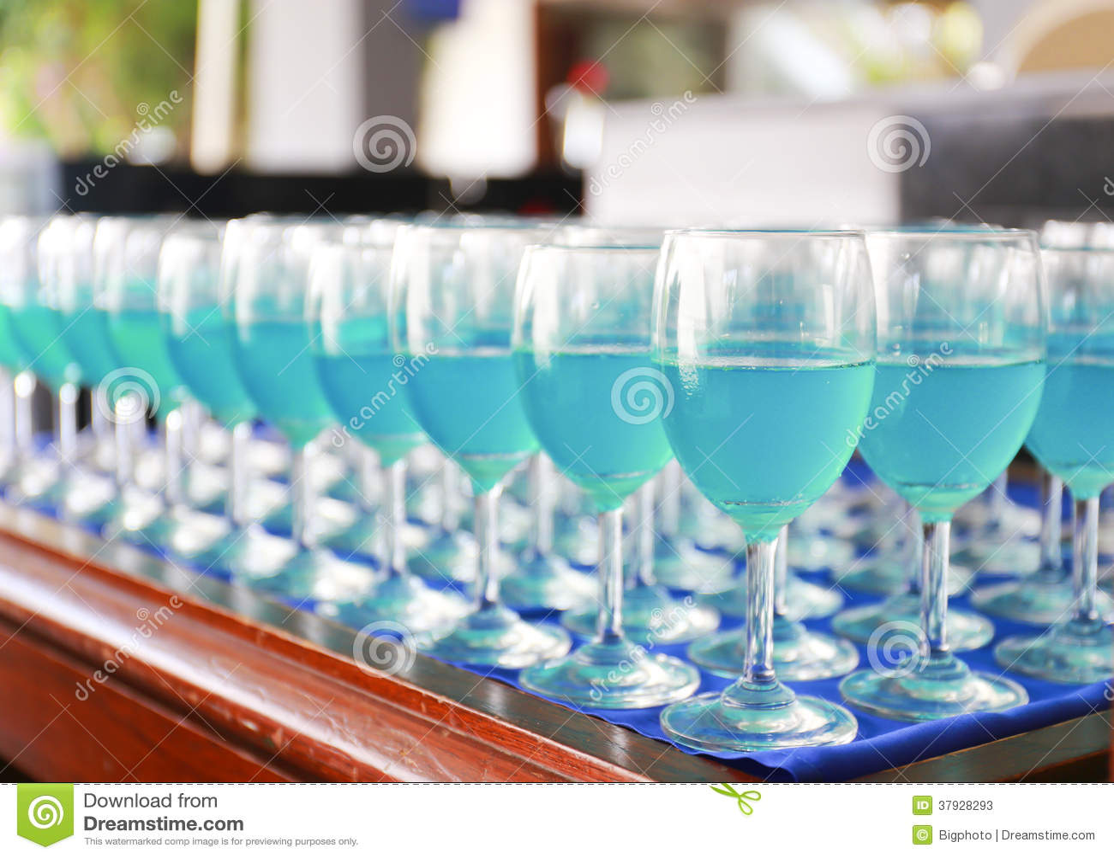 Строка голубого коктеиля curacao