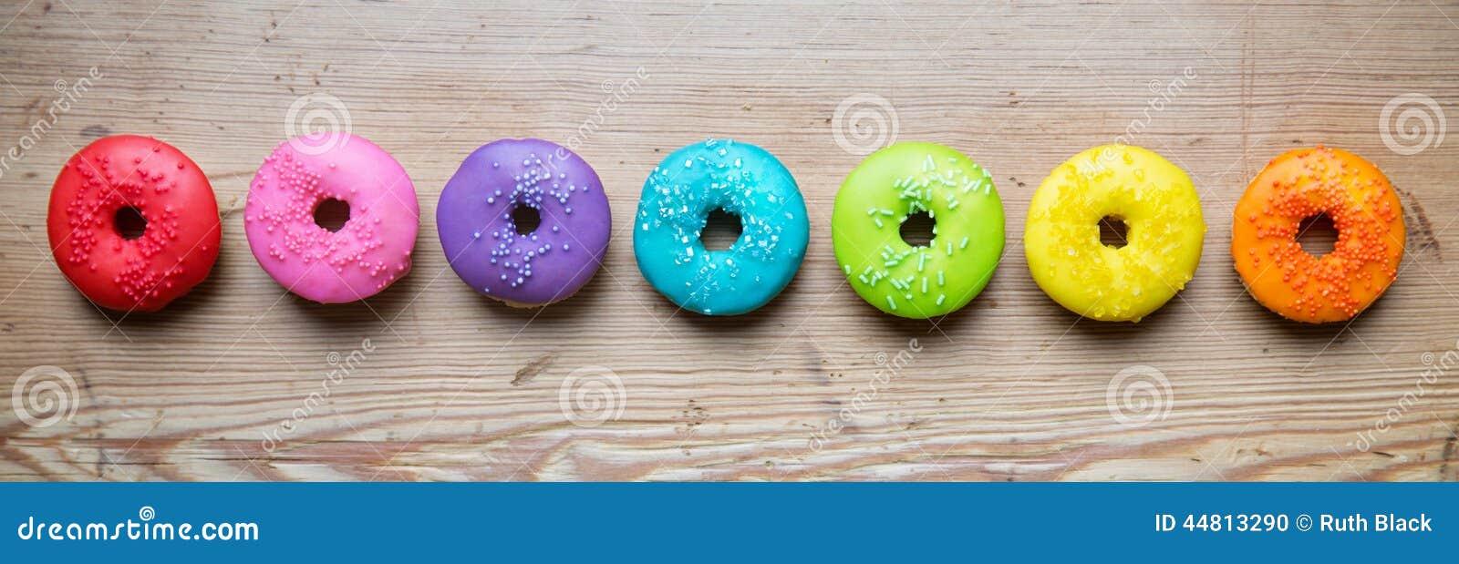 Строка красочных donuts