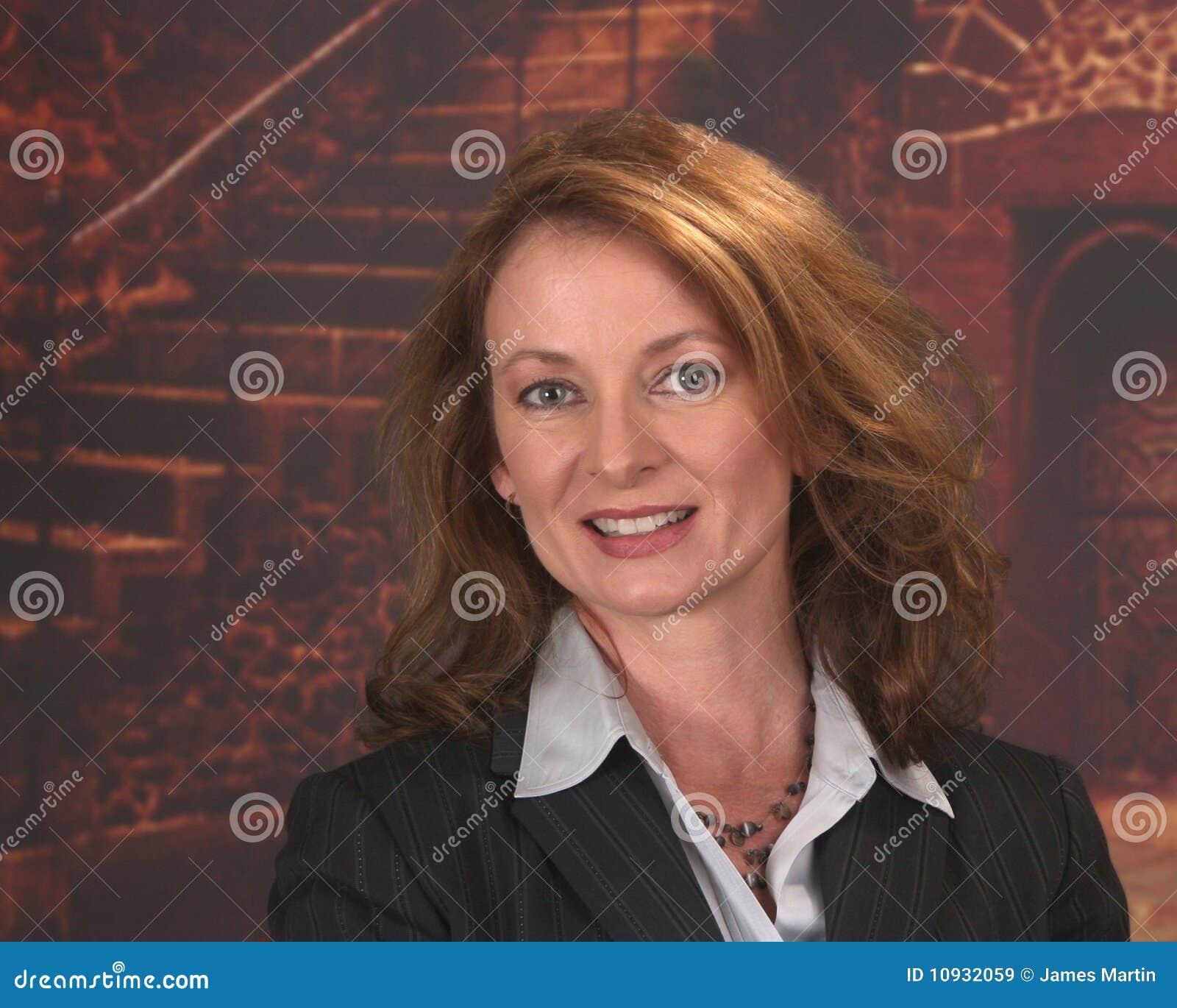 строя передняя старая профессиональная женщина