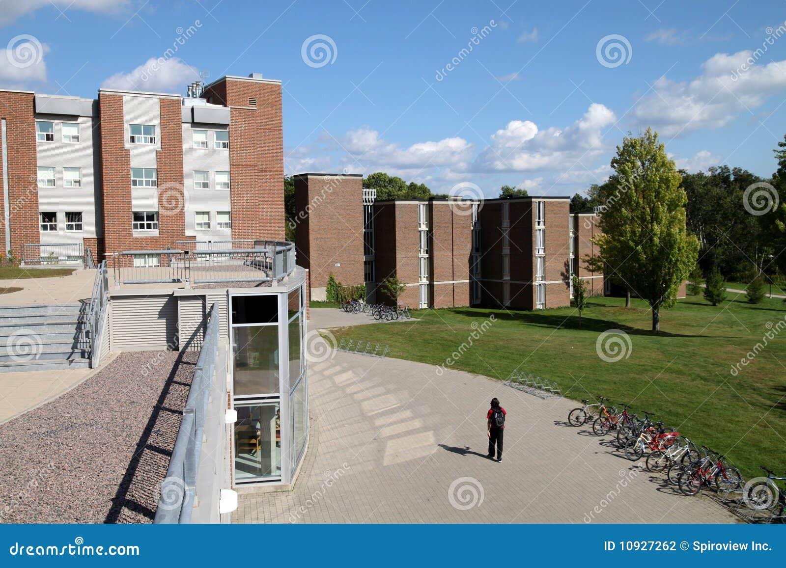 строя самомоднейший университет науки