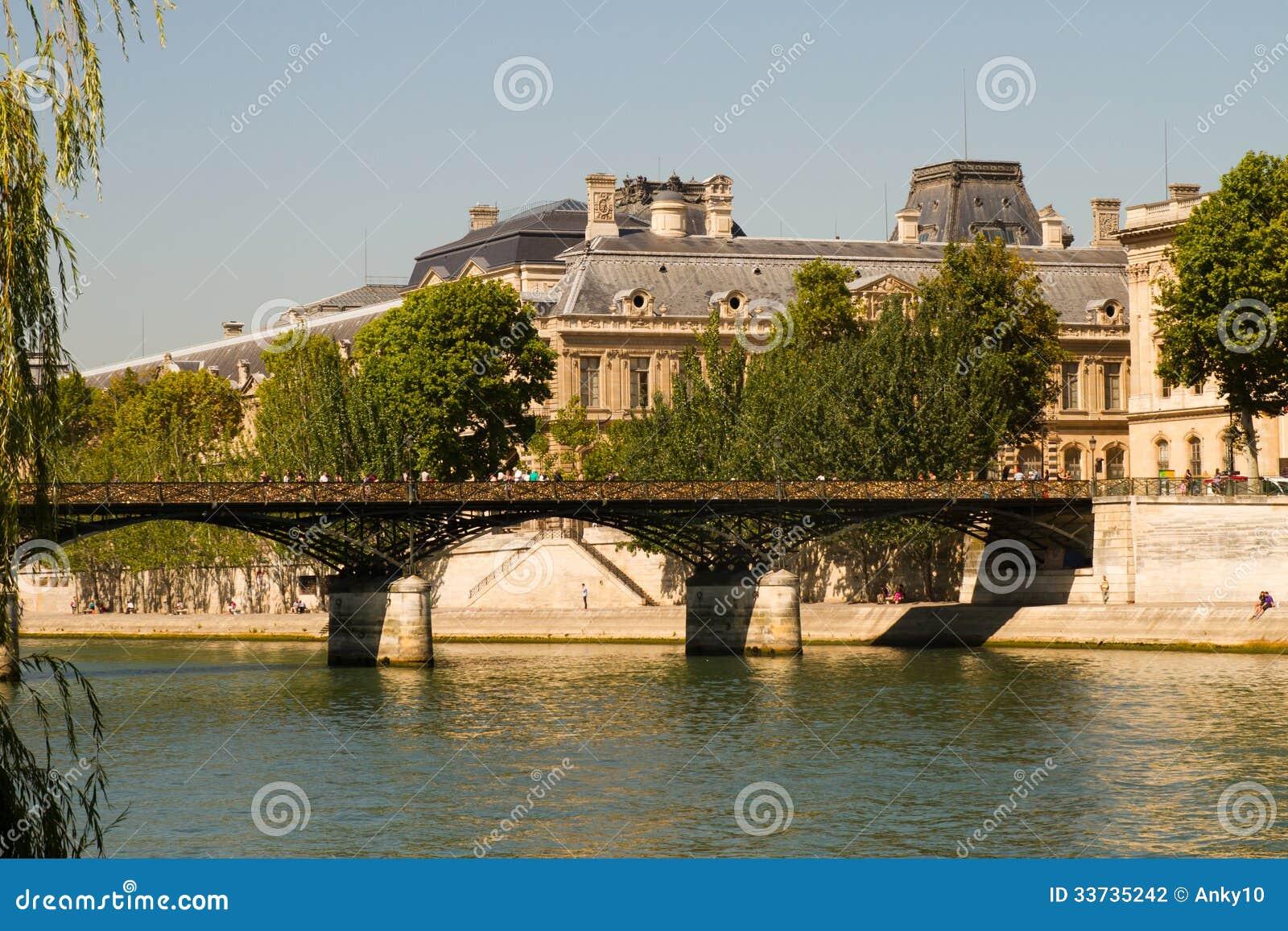 Стручк-замки Pont des Arts