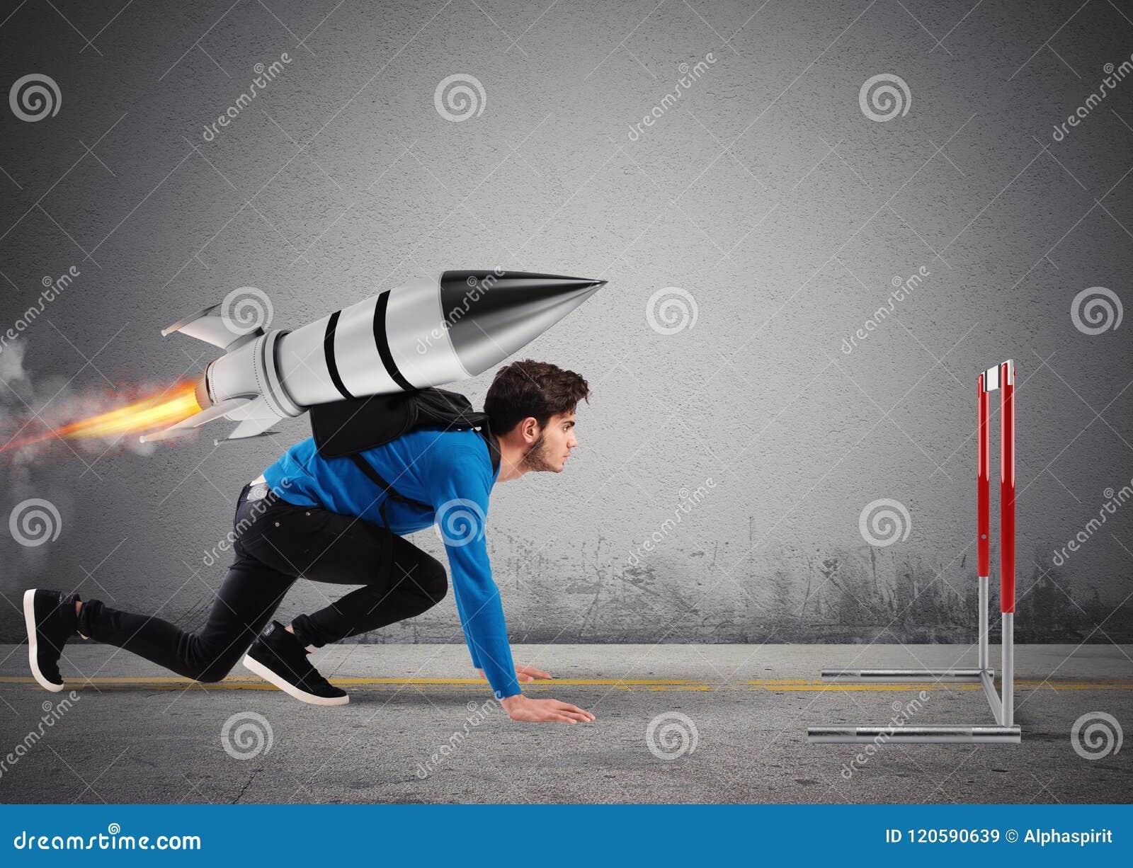 Студент преодолевает препятствия его исследований на максимальной скорости с ракетой