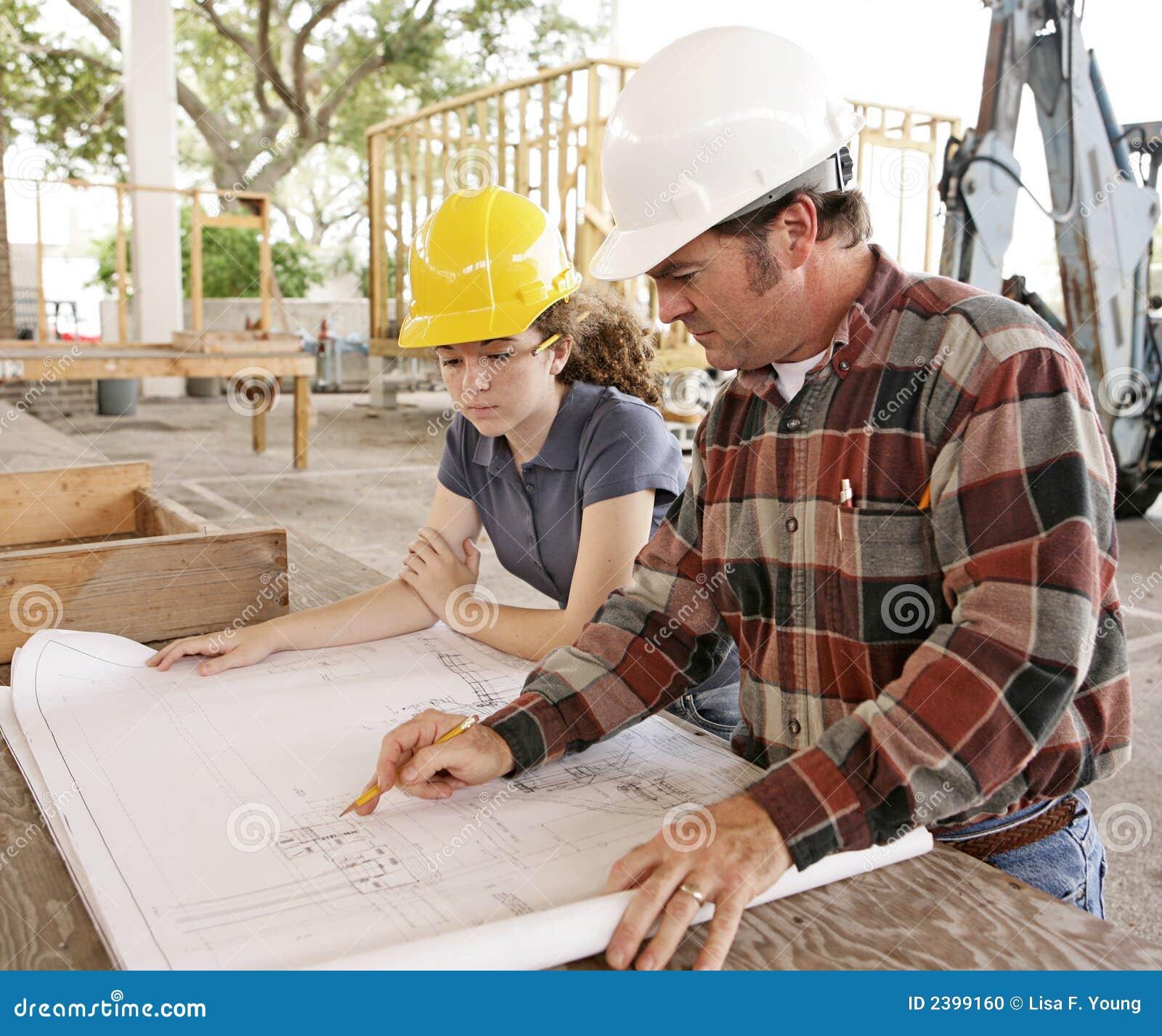 студент просмотрения плана инженера
