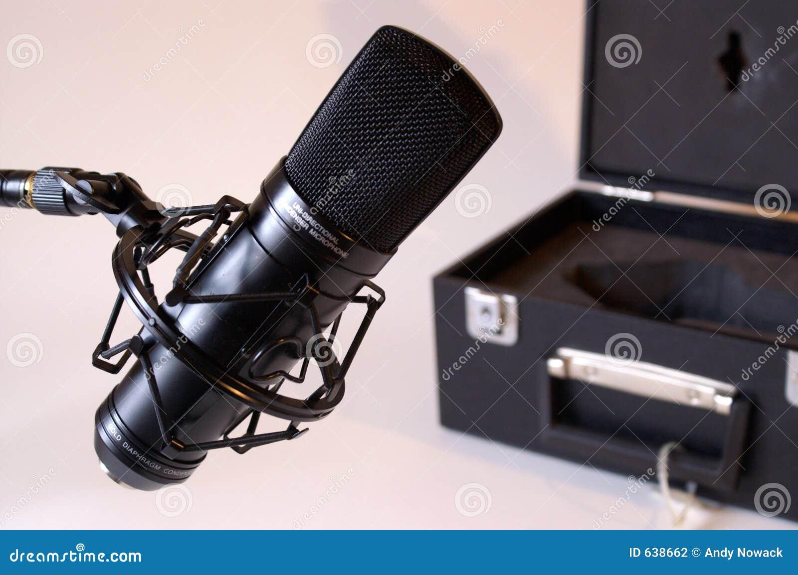 Download студия микрофона стоковое фото. изображение насчитывающей безшумно - 638662