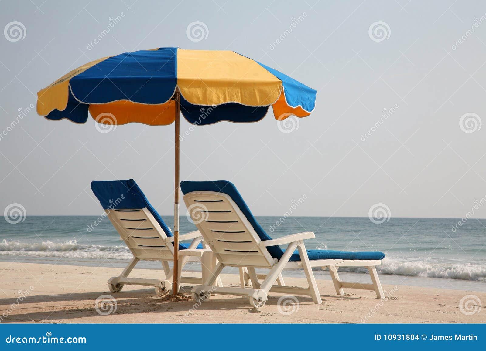 стулы пляжа опорожняют салон