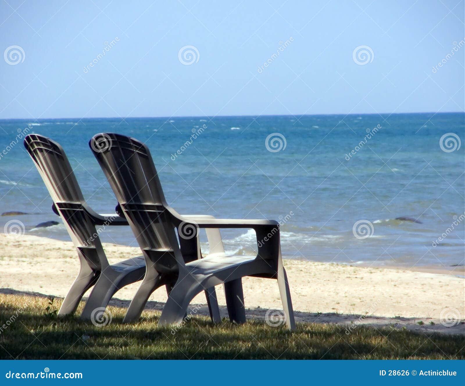 стулы пляжа