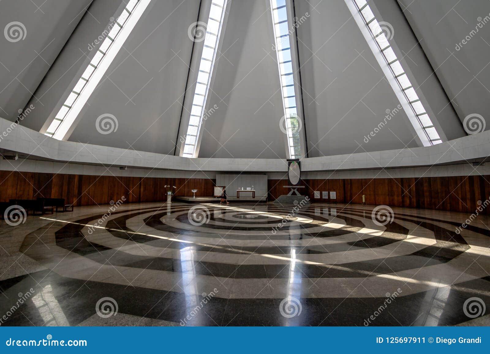 Ступица и спираль на виске доброй воли - горжетки Vontade Templo da - интерьер - Brasilia, Distrito федеральное, Бразилия