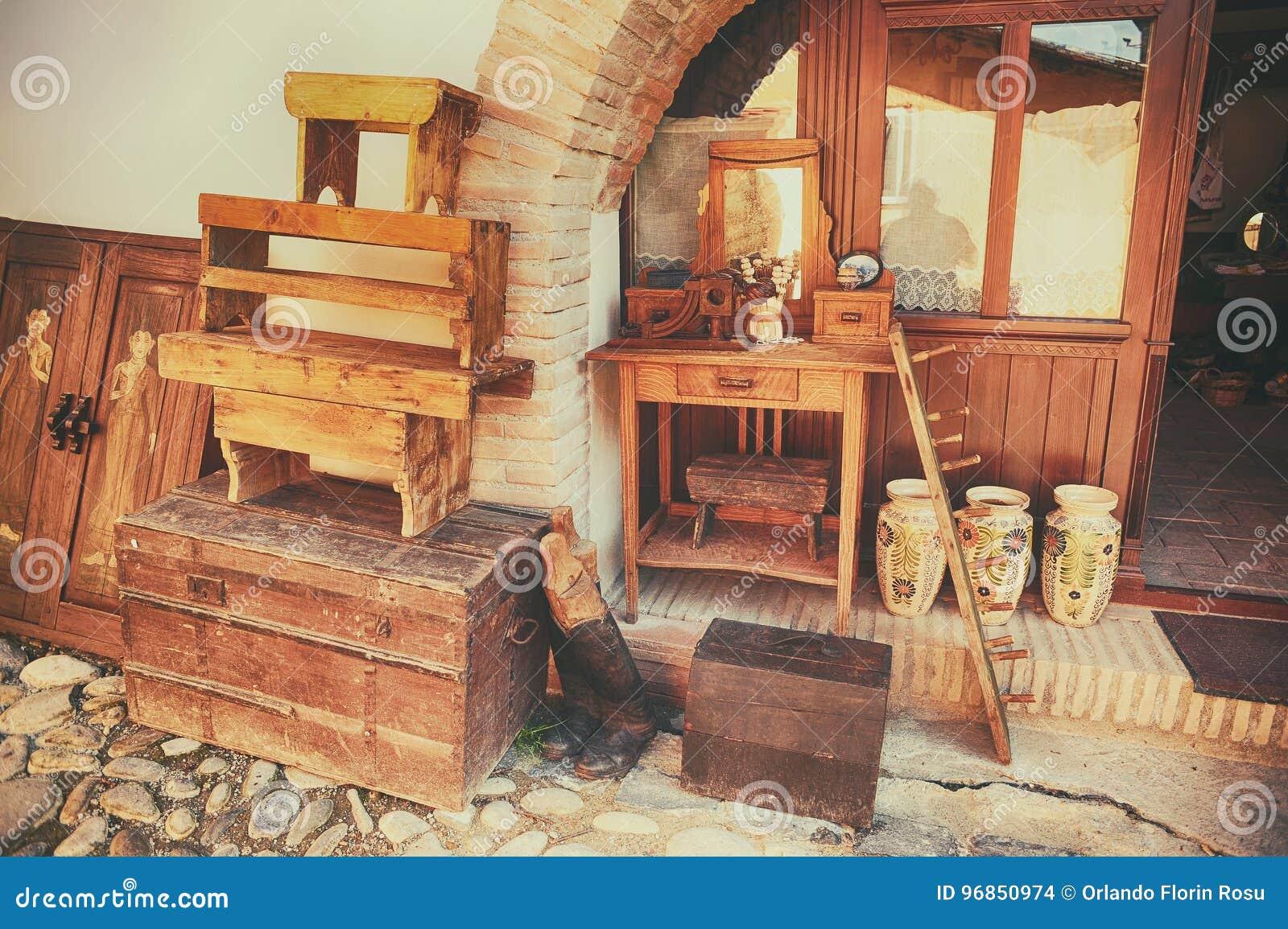 Сувениры сделанные древесины и керамики