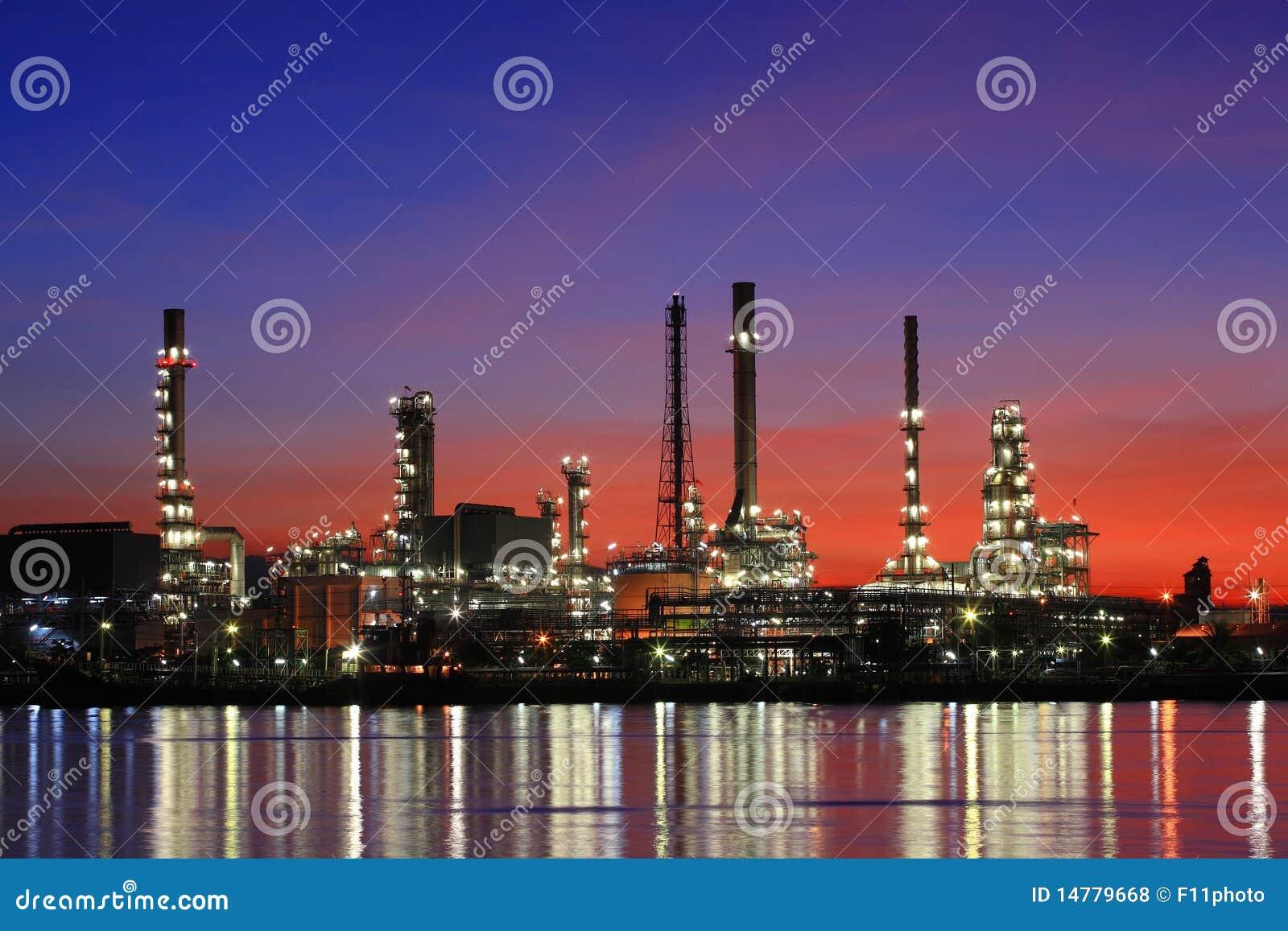 сумерк Таиланда нефтеперерабатывающего предприятия