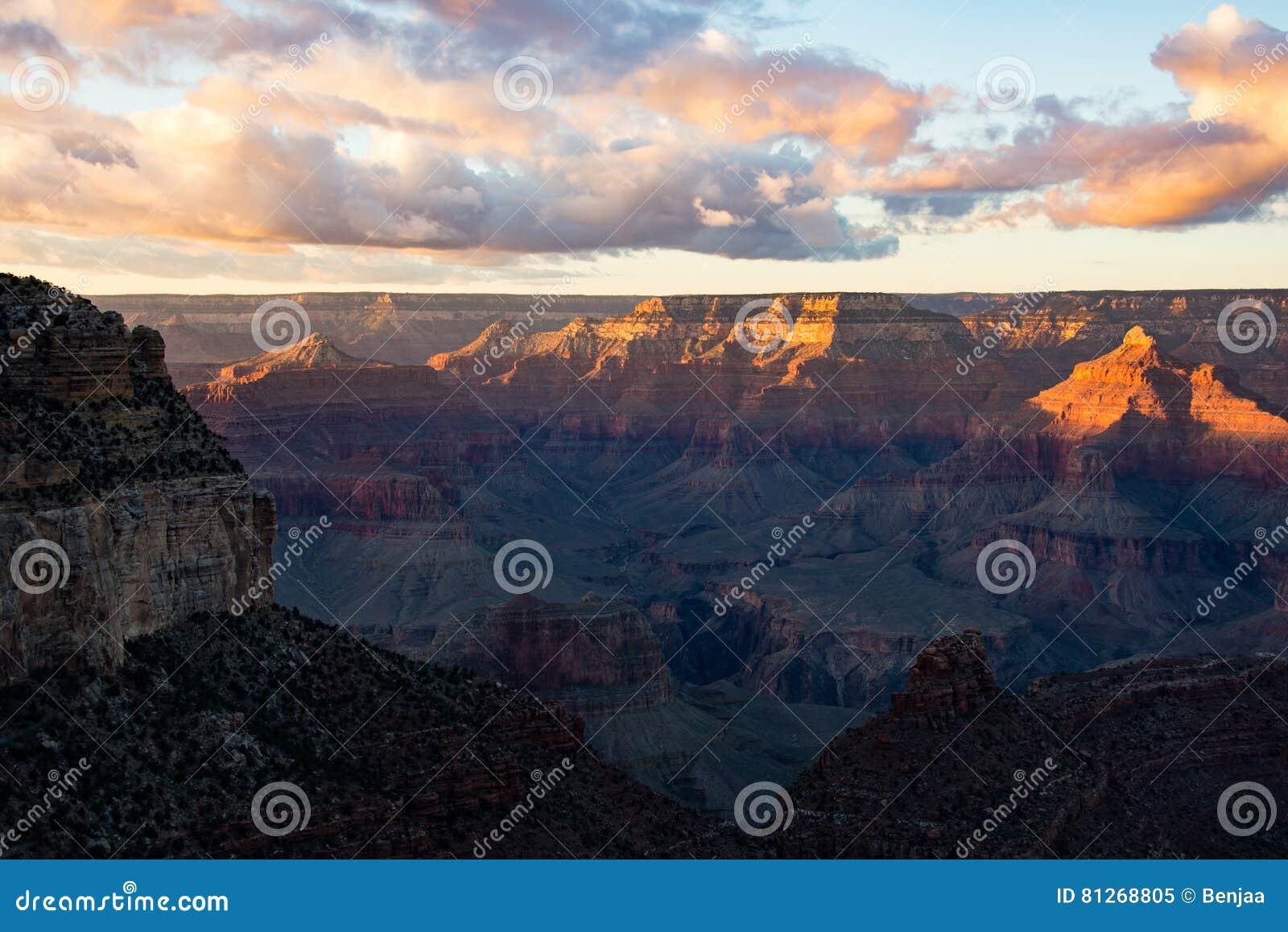 сумрак каньона грандиозный
