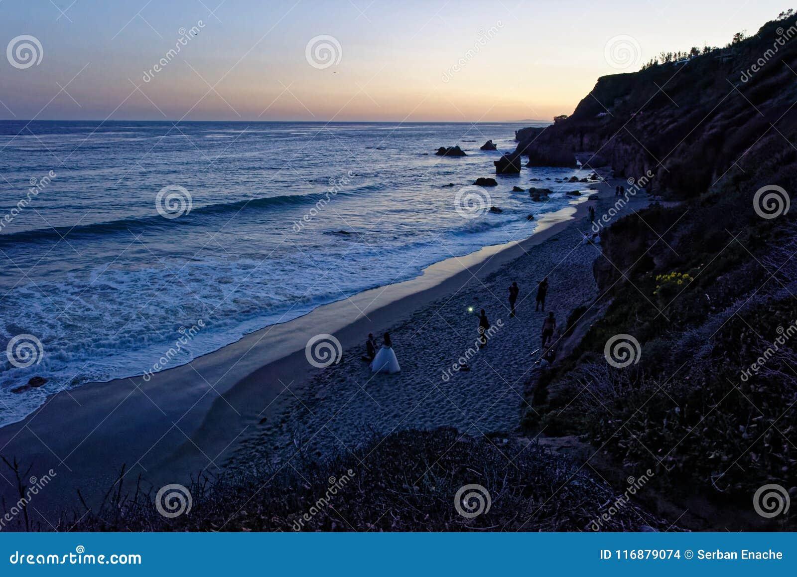 Сумрак на пляже положения El матадора