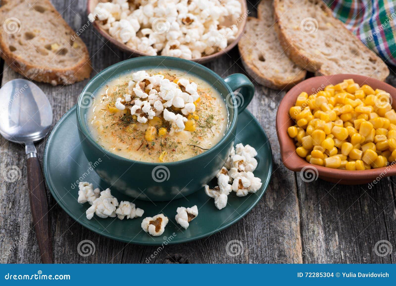 Download Суп мозоли с попкорном в чашке на деревянном столе Стоковое Фото - изображение насчитывающей здорово, домодельно: 72285304