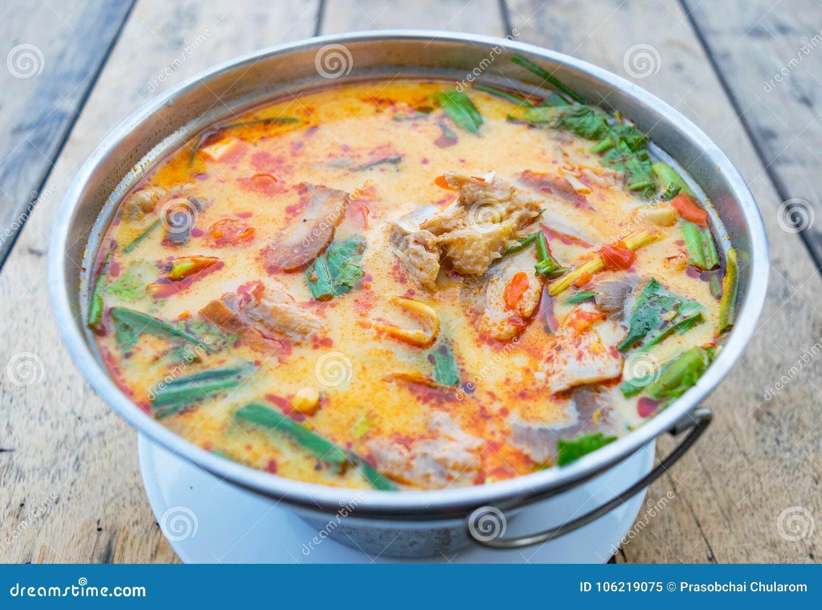 Суп Тома Yum, пряная тайская еда