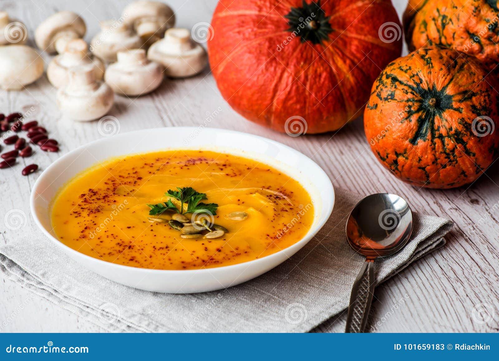 Суп тыквы с семенами и петрушкой Еда Vegan