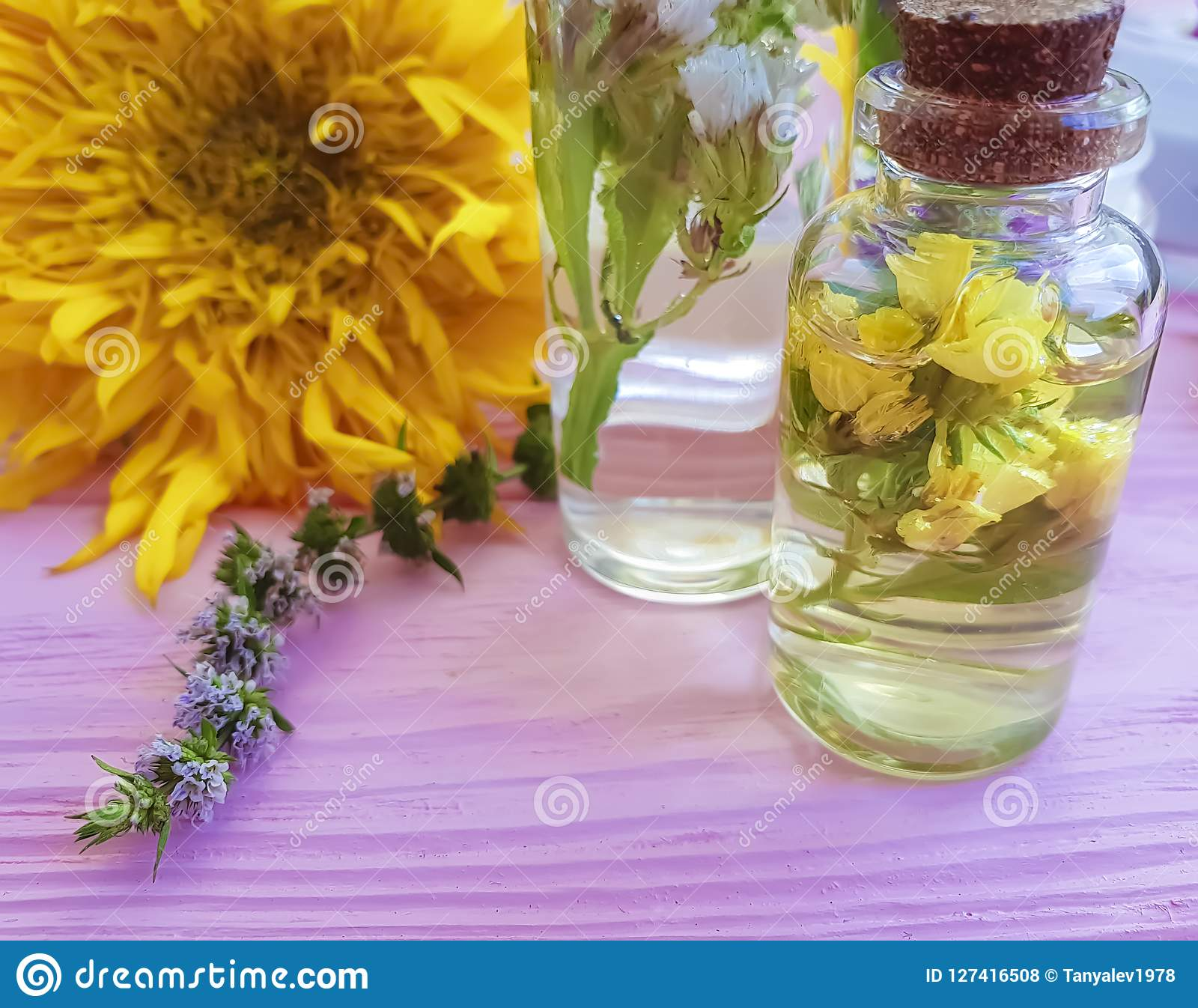 суть, cream косметическое винтажное здоровье заботы ароматичное ослабляет цветки альтернативного здоровья естественные на деревян