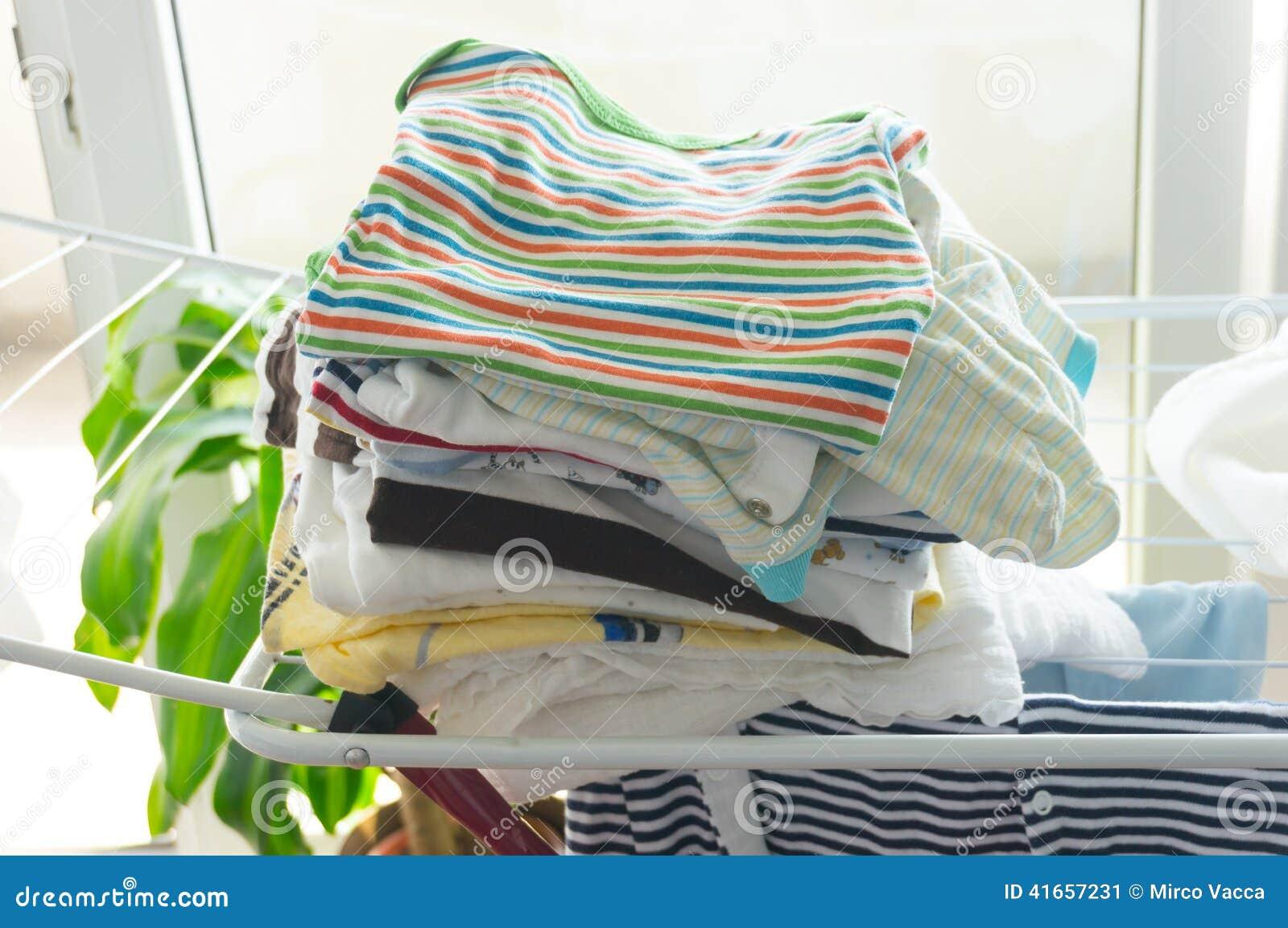 Сухие одежды младенца