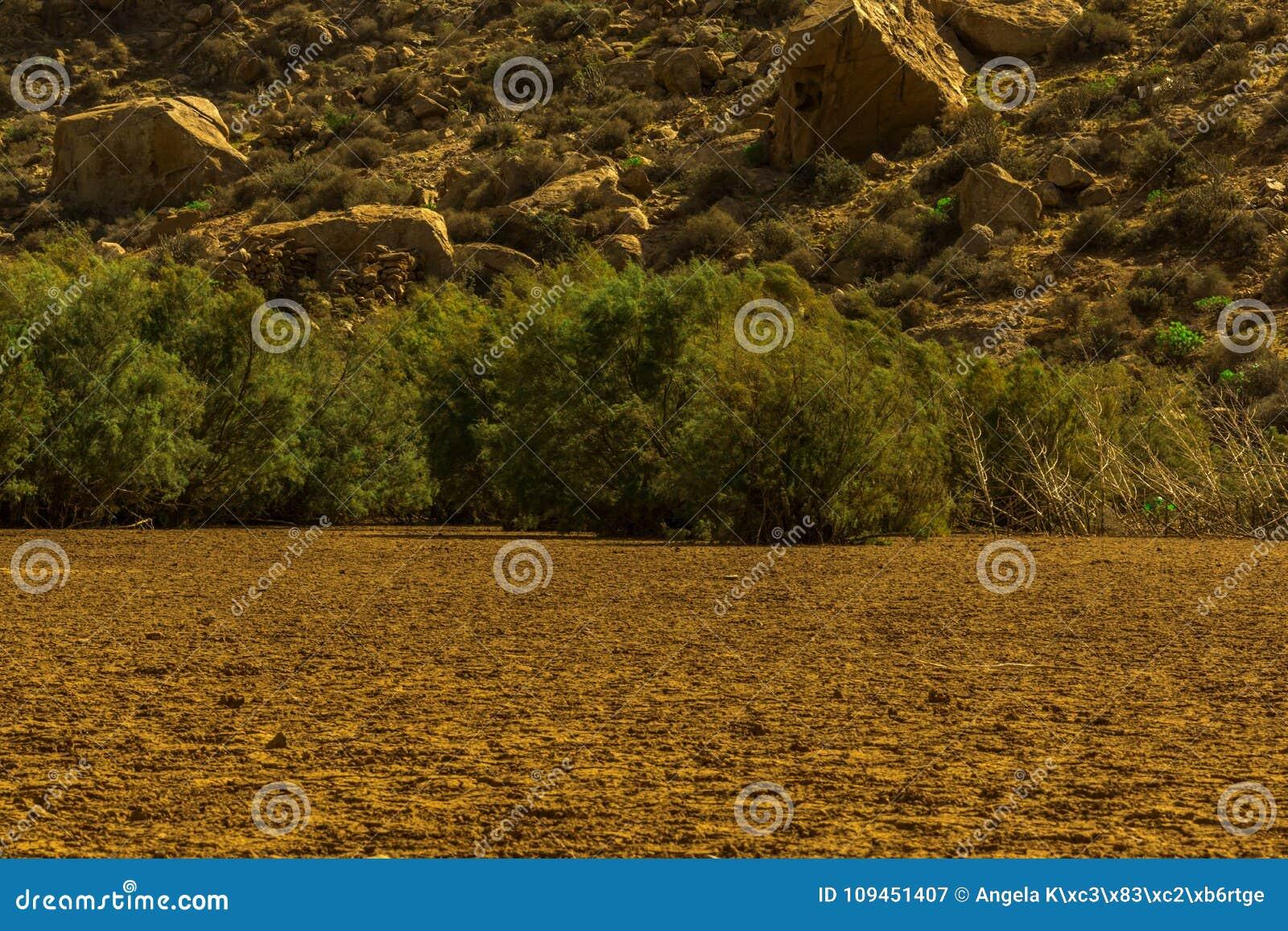 Сухой резервуар с горами