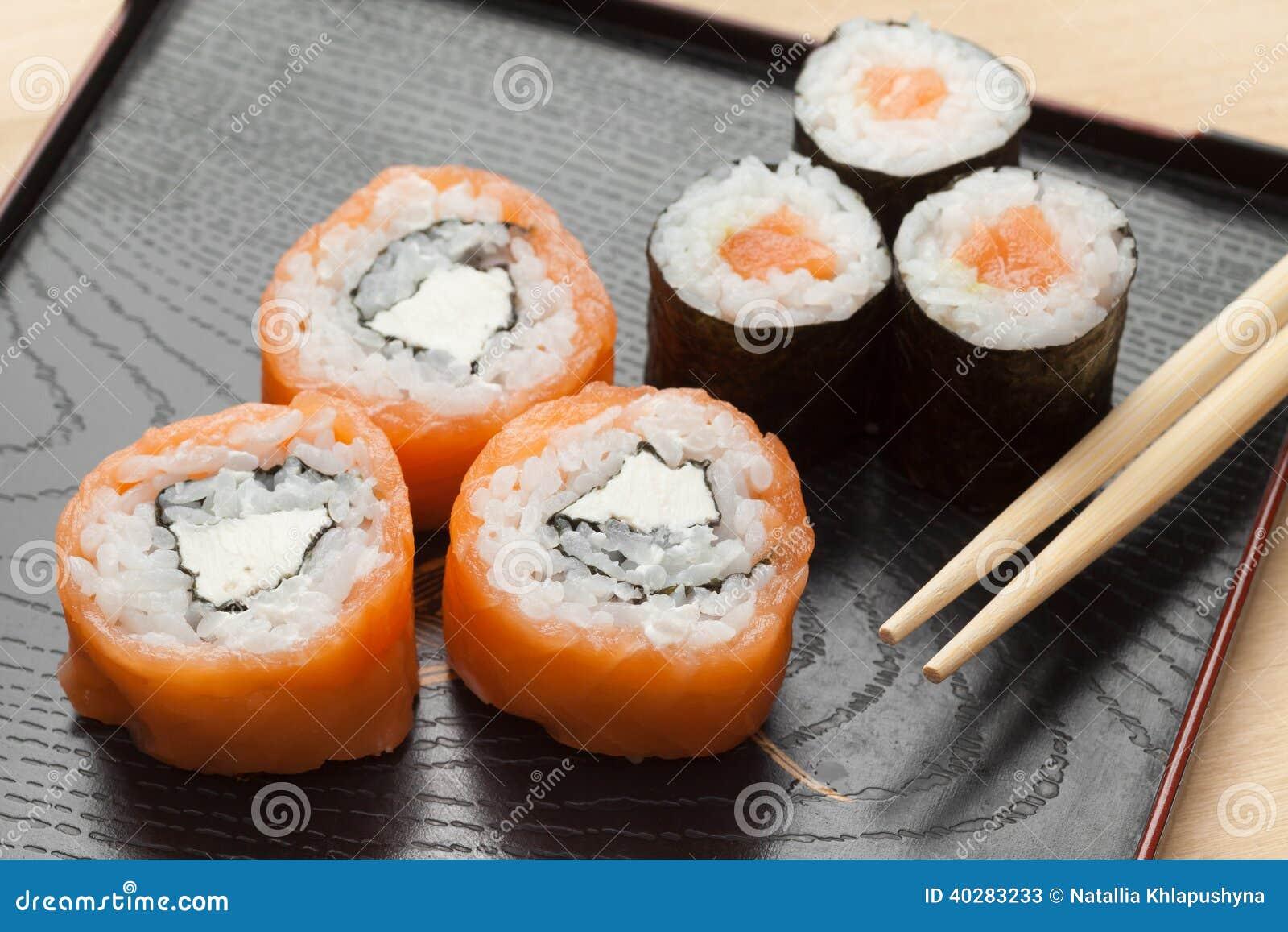 Суши с палочками