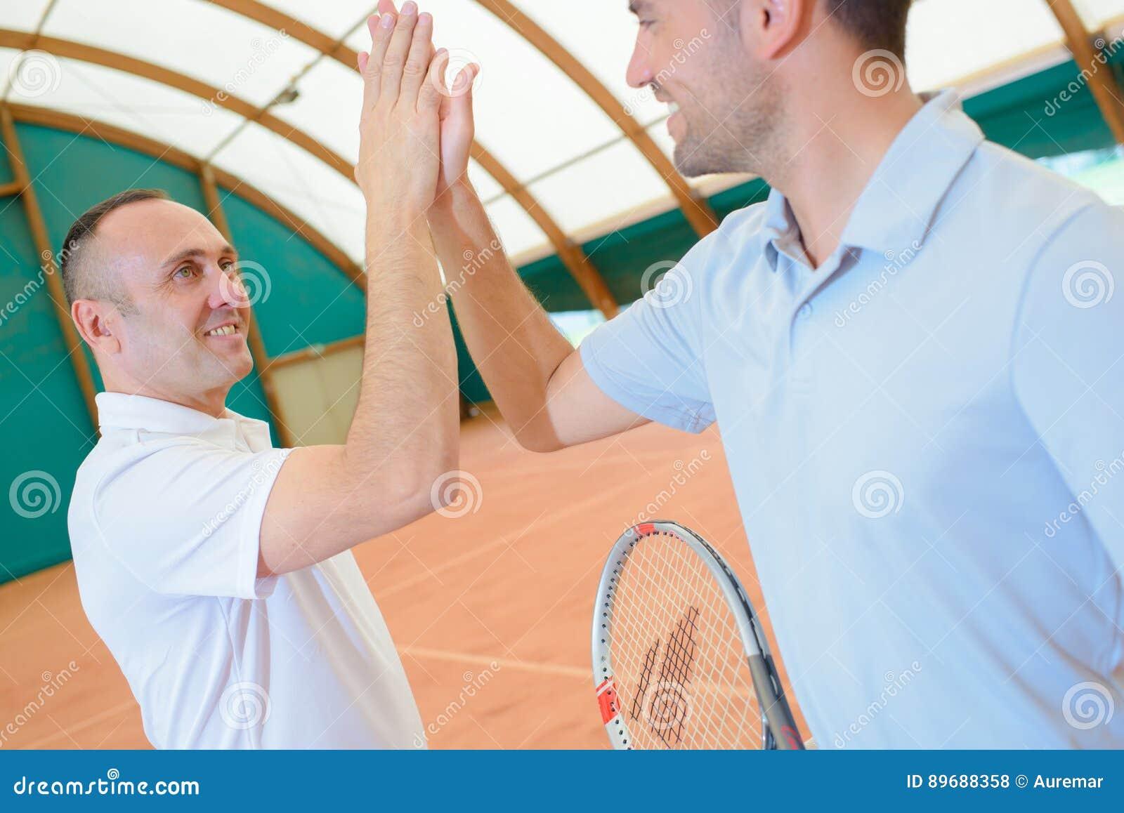 Сцена в теннисном корте