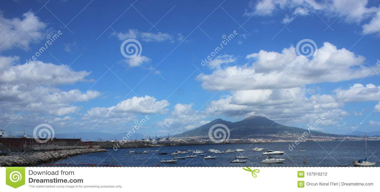 Сцена моря Panaromic Неаполя, Италии