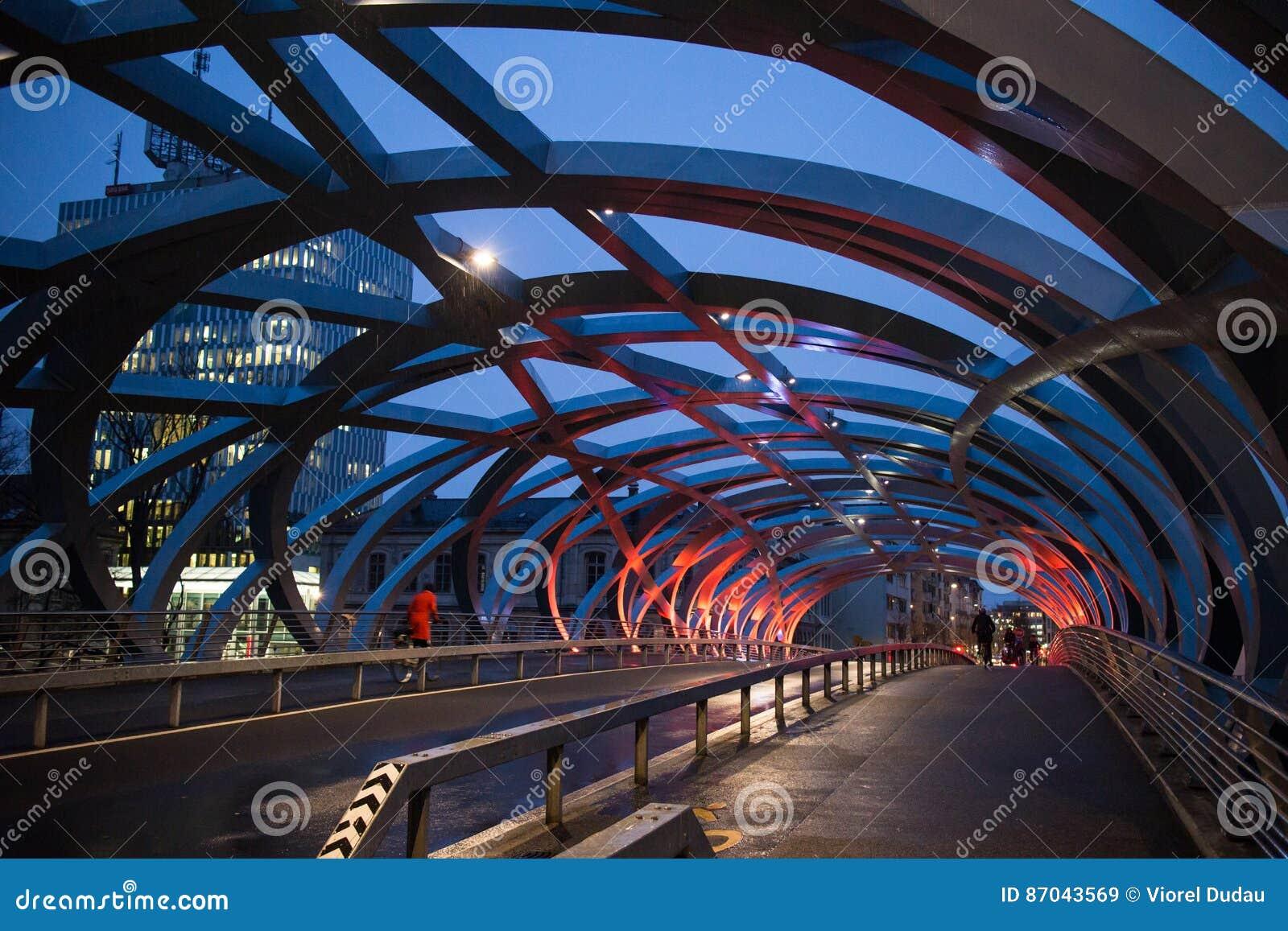 Сцена ночи моста Женевы