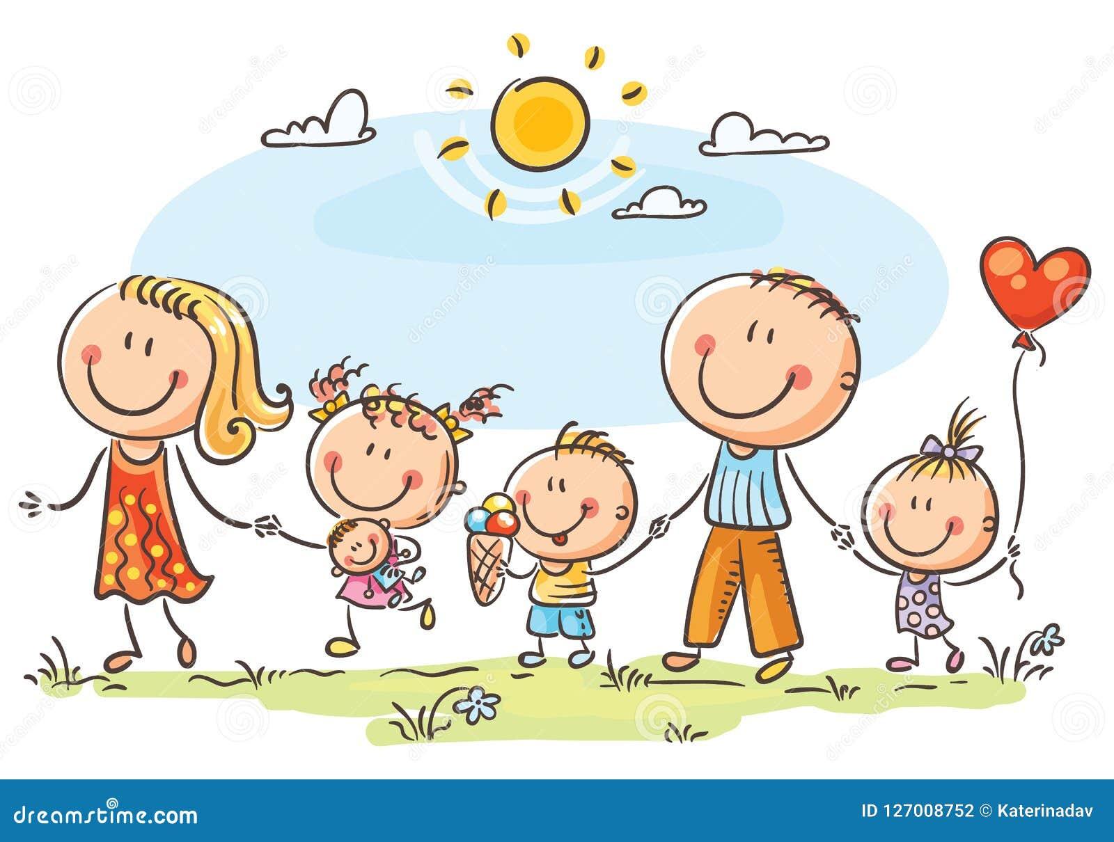 Счастливая семья при 3 дет идя outdoors