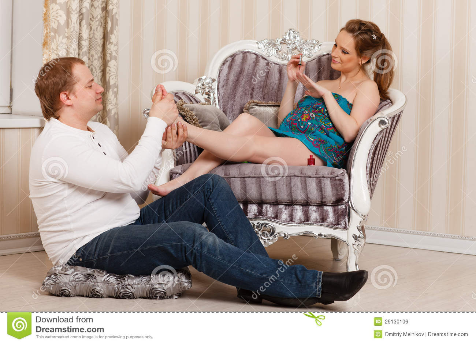 Целует жене ноги, Муж целует ноги жене, которую ебет любовник - смотрите 24 фотография