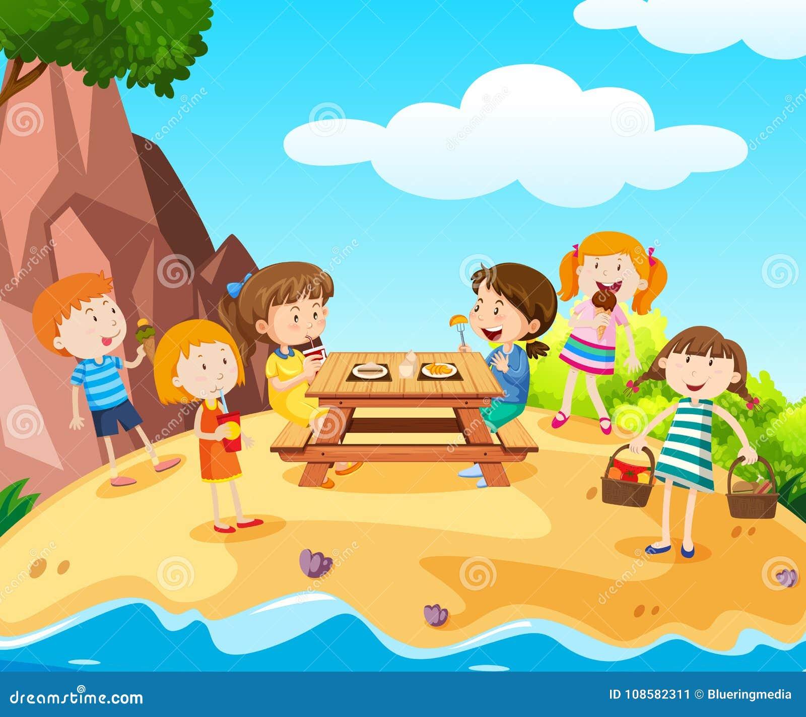 Счастливые дети имея обед на острове