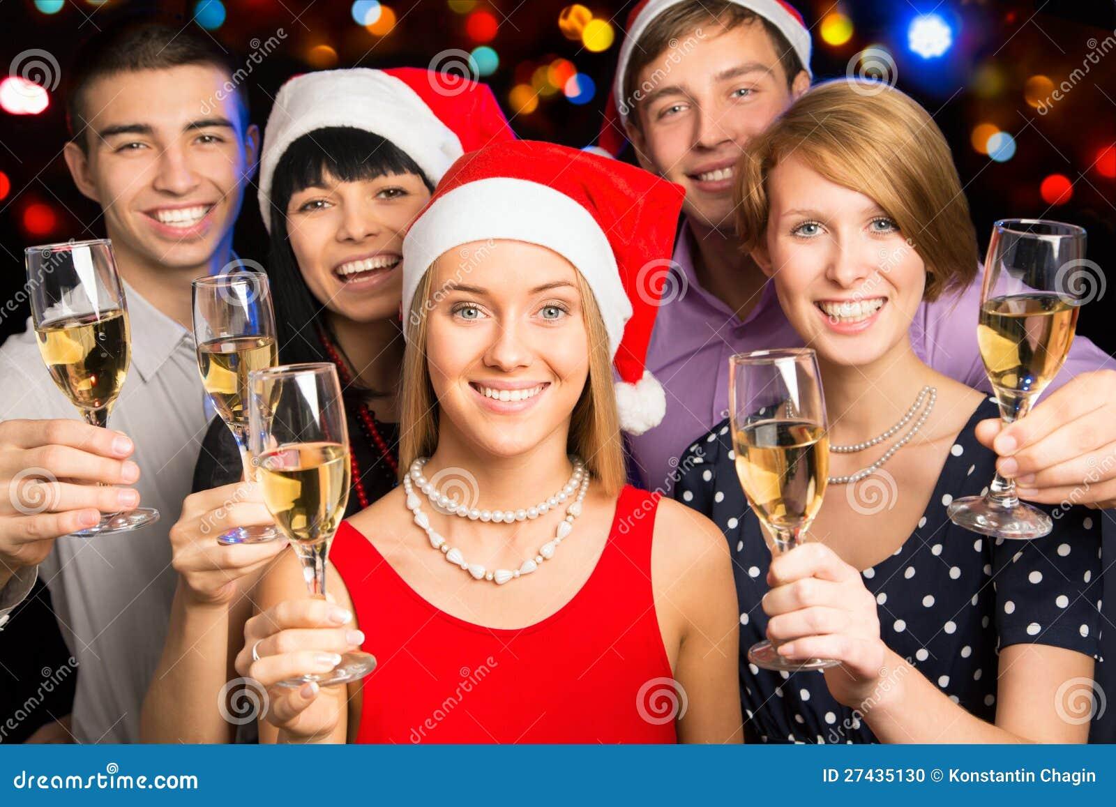Как встретить новый год большой компании