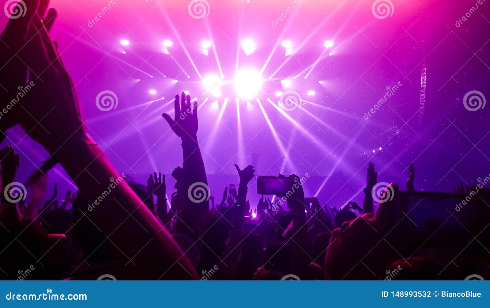 музыка для ночного клуба слушать