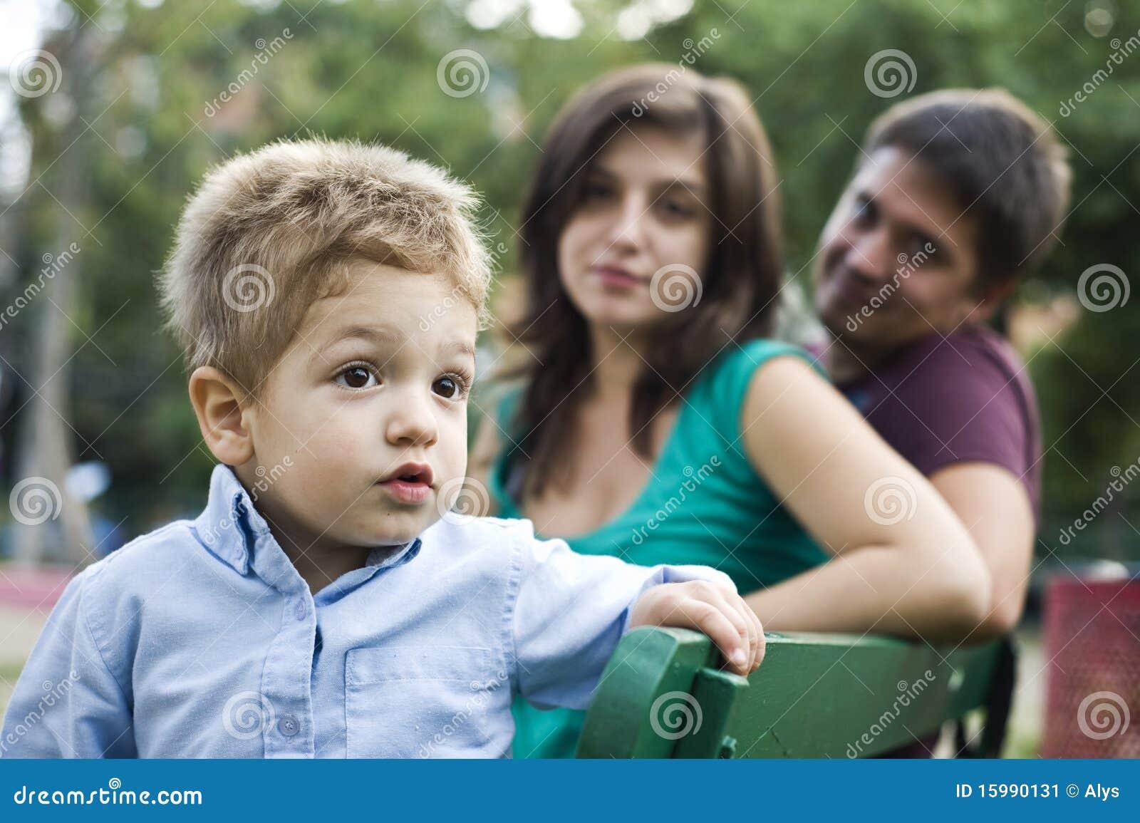 счастливые родители малыша