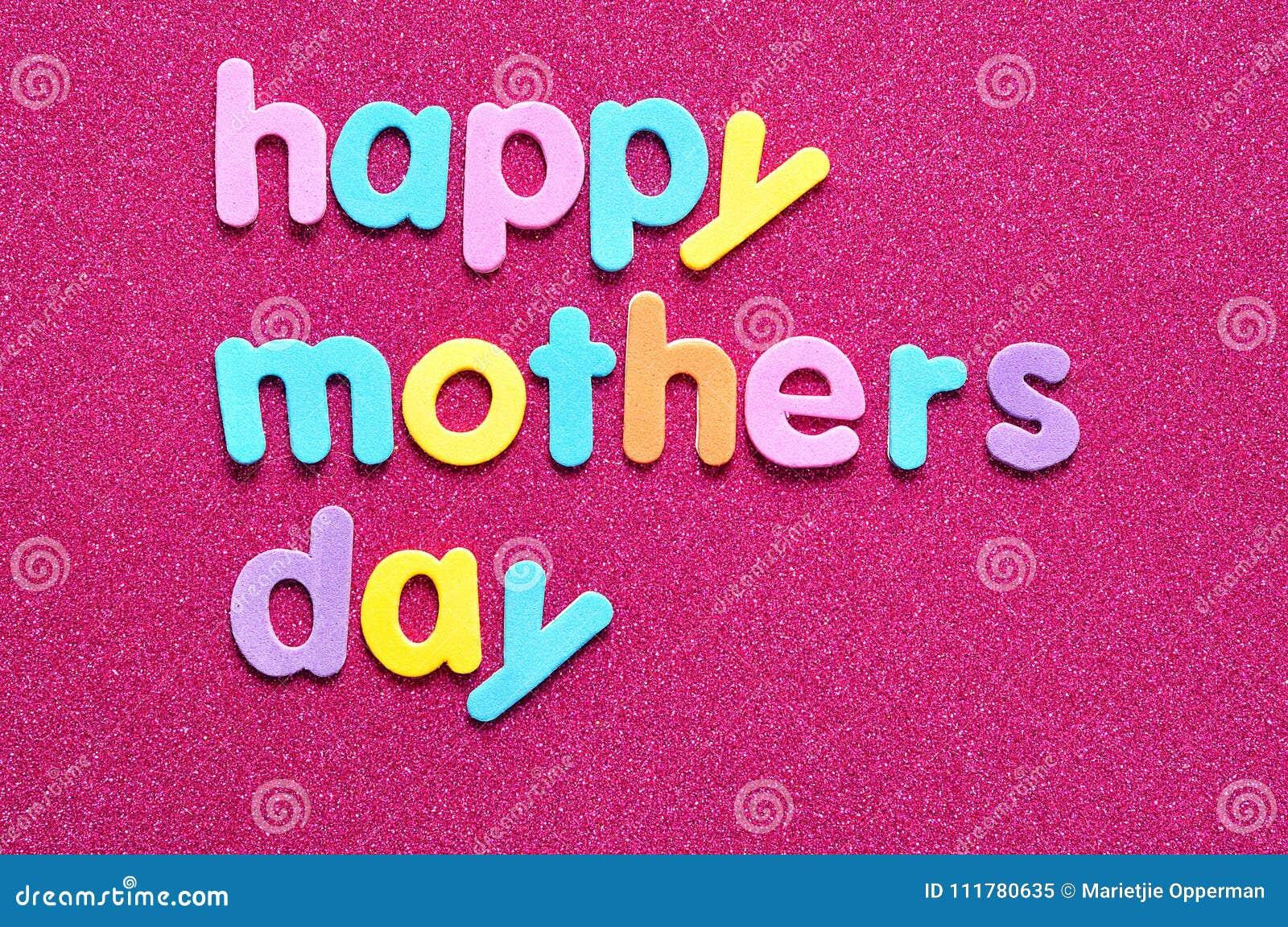 Счастливый день матерей на розовой предпосылке