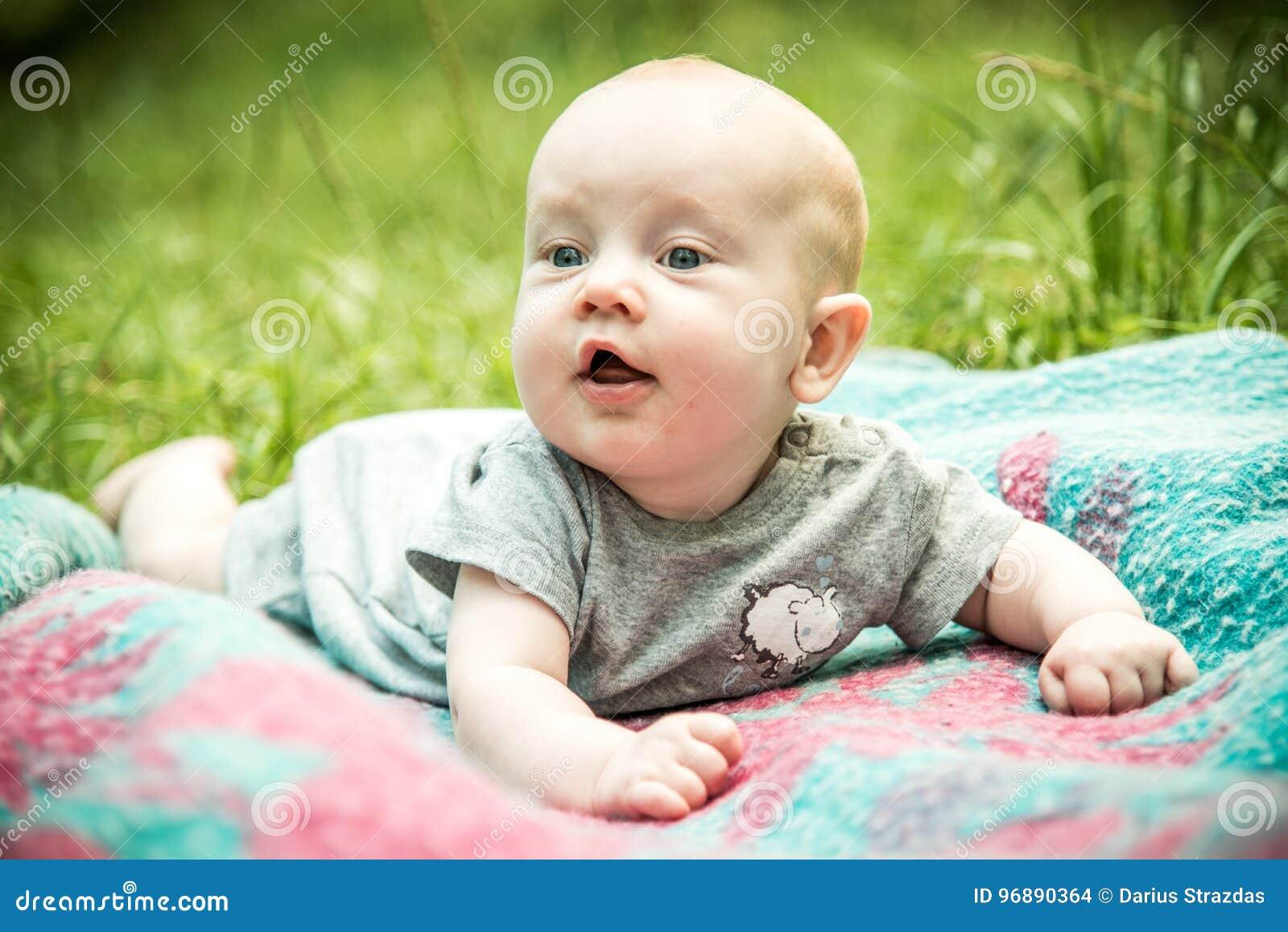 Счастливый милый ребёнок малыша