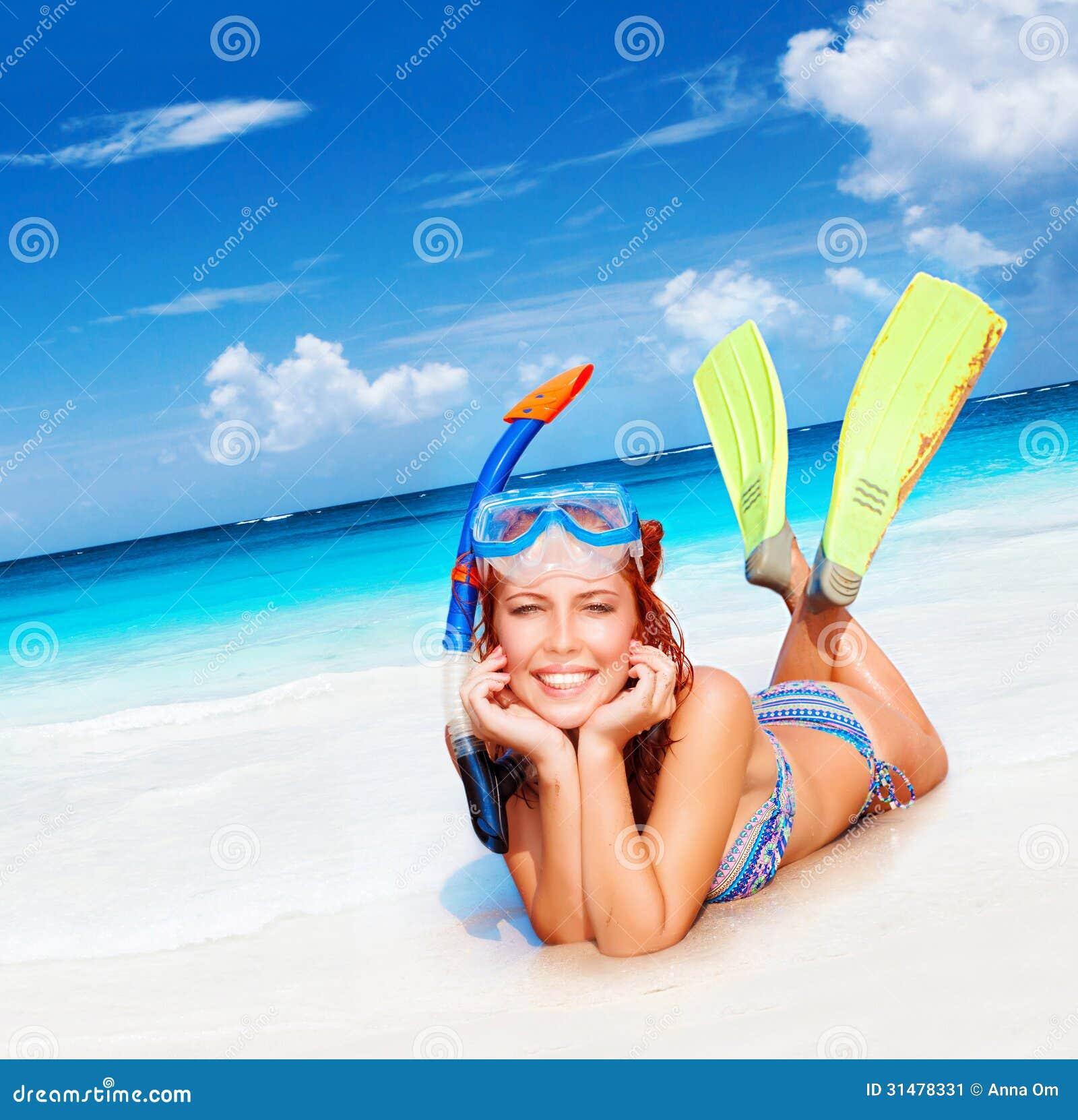 Счастливая женщина водолаза