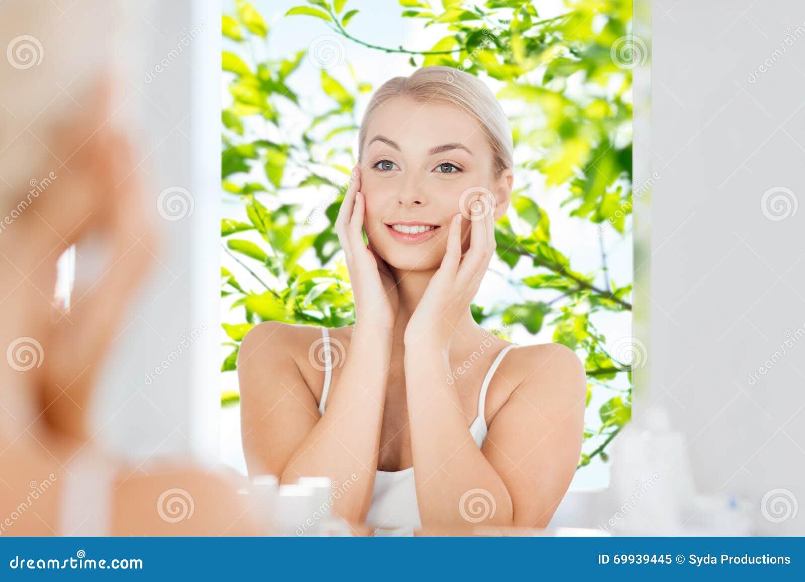Киску жопу, девушка дома утром в ванной комнате