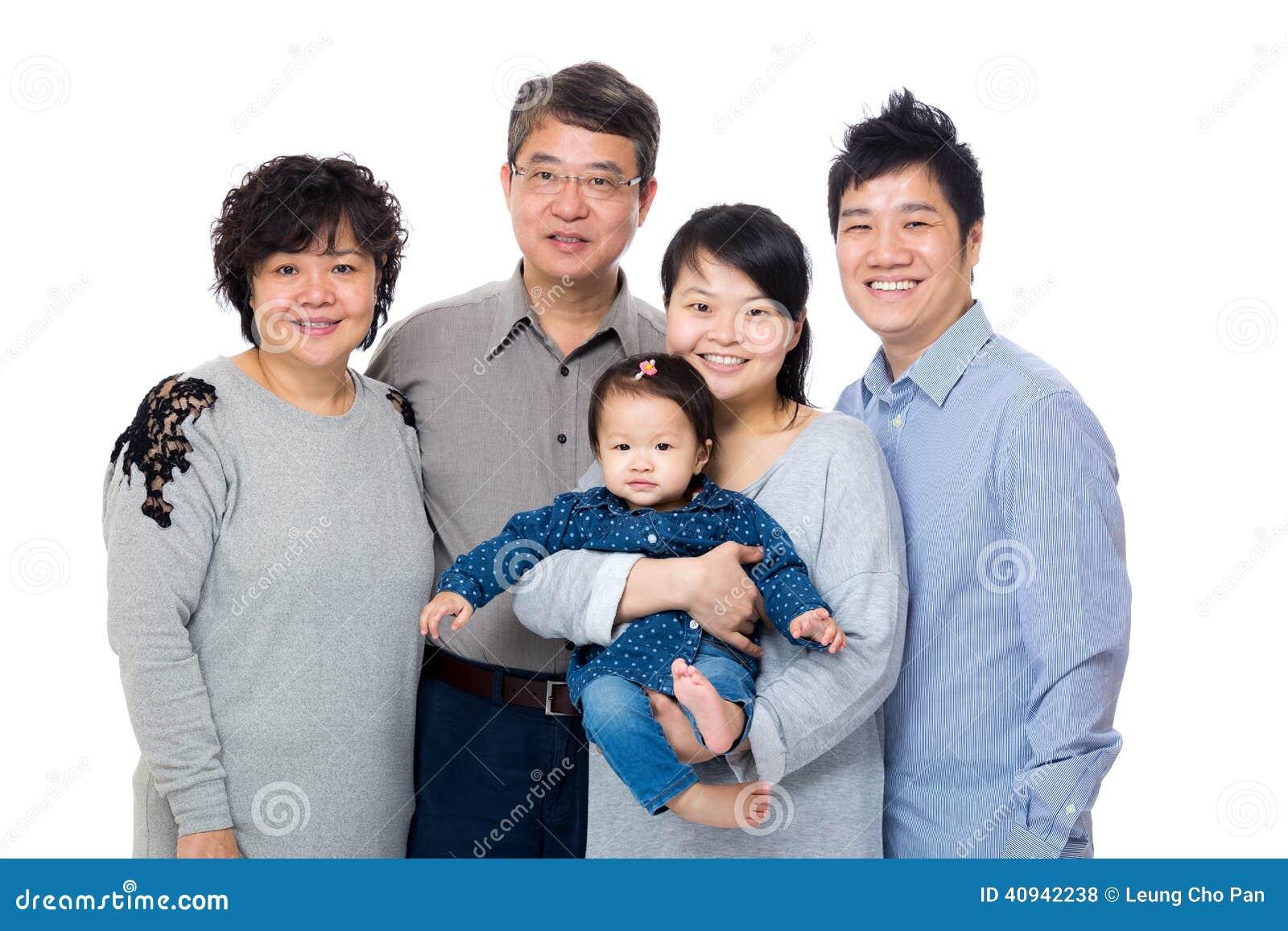Счастливая семья азиата 3 поколений