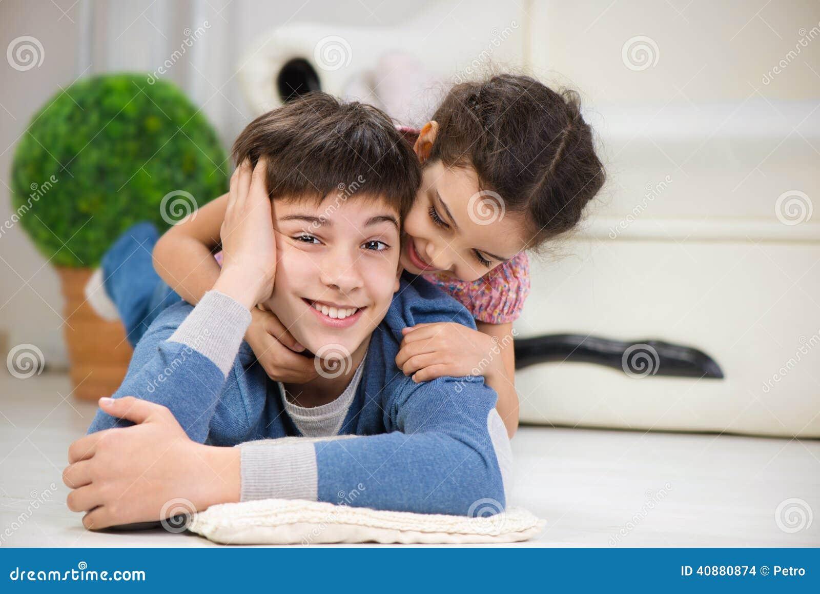 brat-trahnul-sestru-geymershu