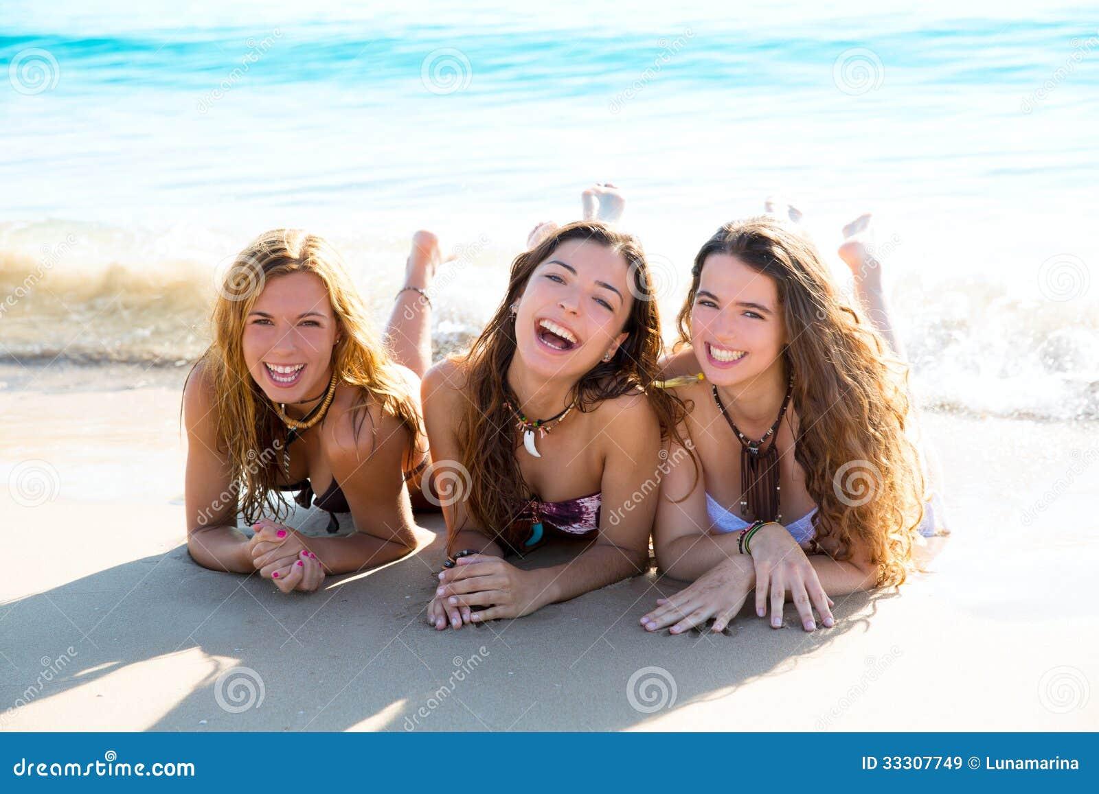 3 девушки на пляже фото