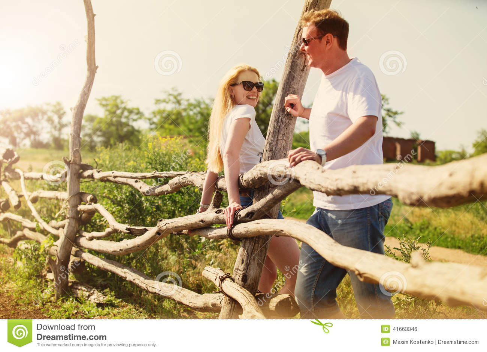 Счастливые пары на ферме