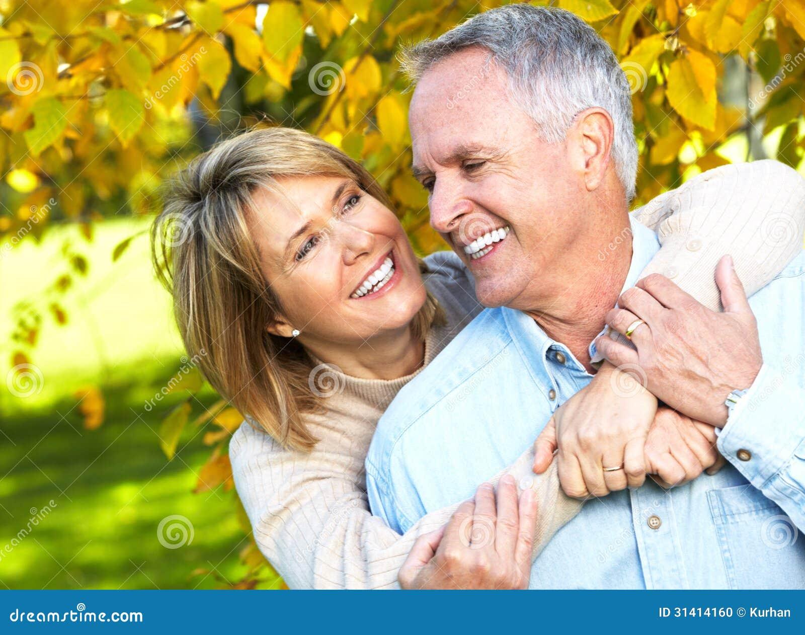 Счастливые старшие пары.