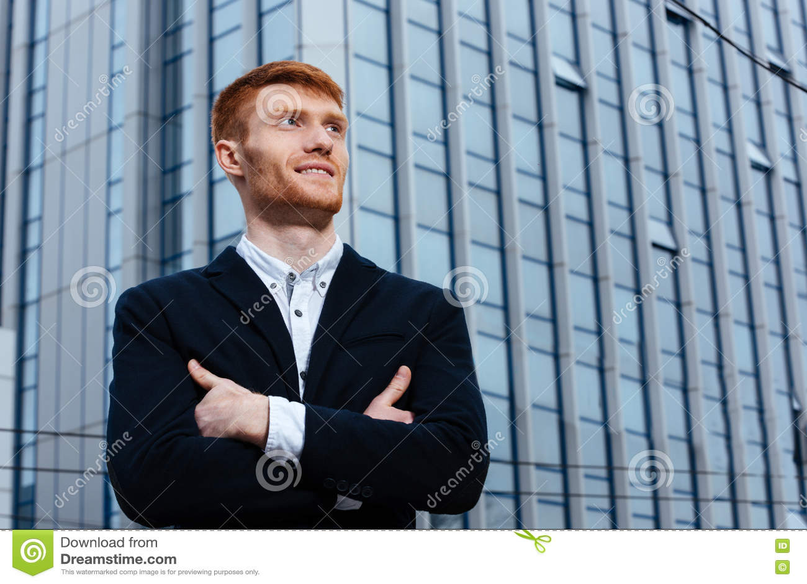 Download Счастливый бизнесмен Redhead при сложенные оружия Стоковое Изображение - изображение насчитывающей сложено, armourer: 72299541